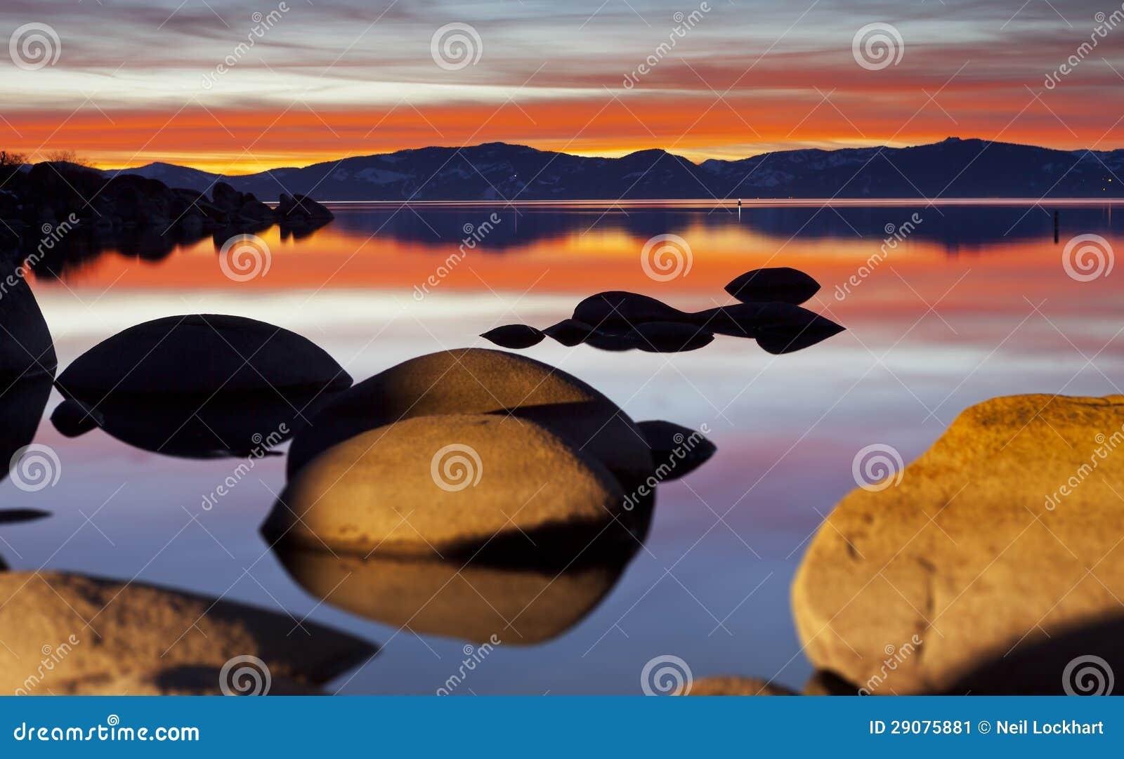 De Rode Zonsondergang van Tahoe
