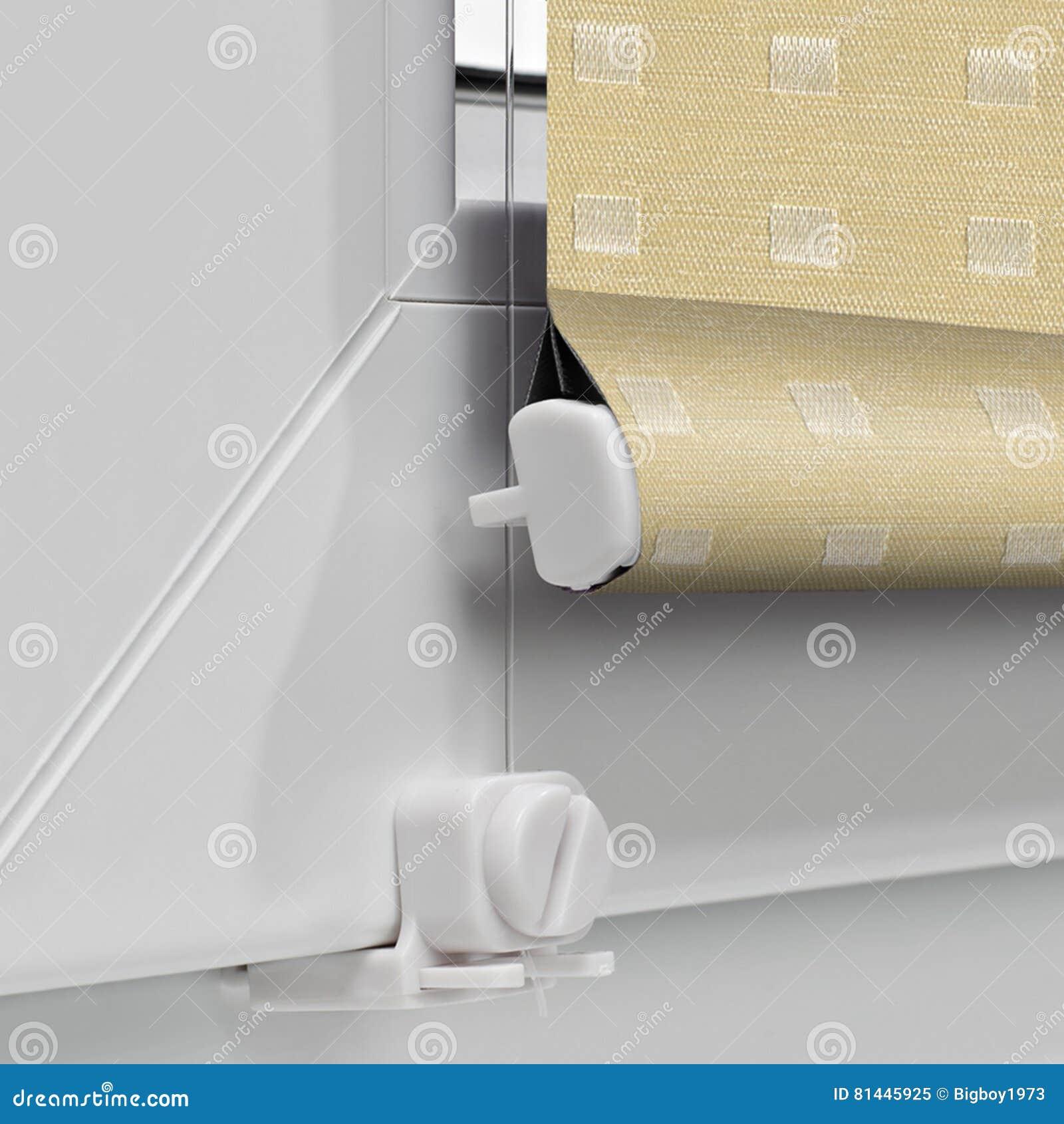 De rol van de kleurenelektriciteitspanne blind op de bodem van het venster