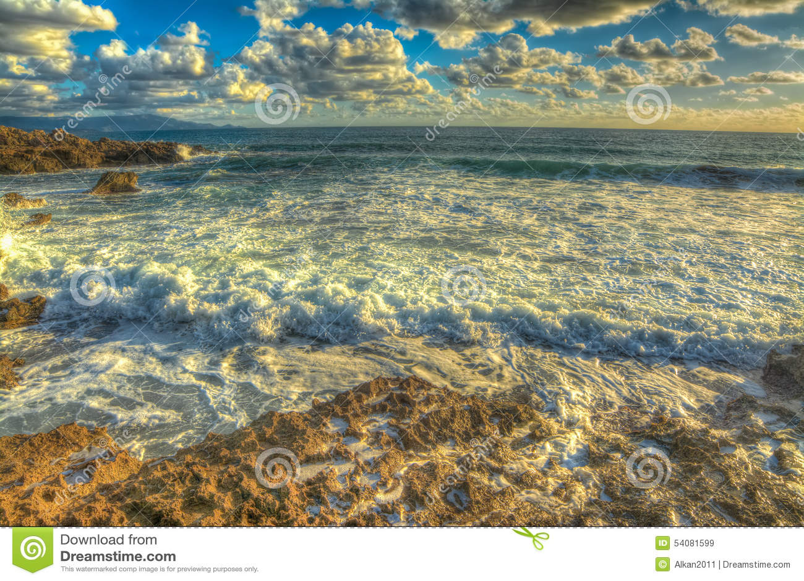 De rotsachtige kust van le Bombarde in hdr