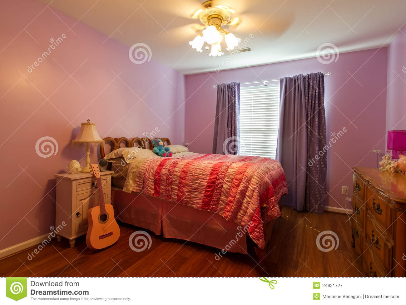 Stock foto: child's pink bedroom. afbeelding: