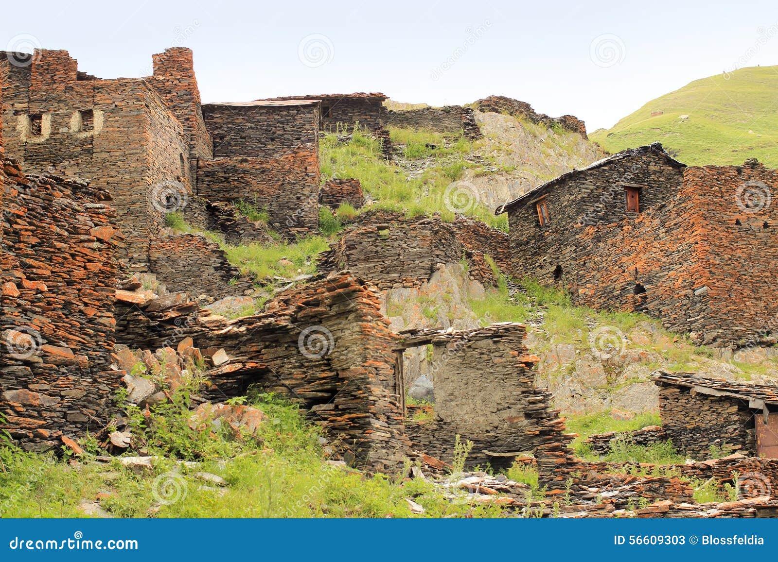 De ruïnes in Kvavlo-dorp Tushetigebied (Georgië)
