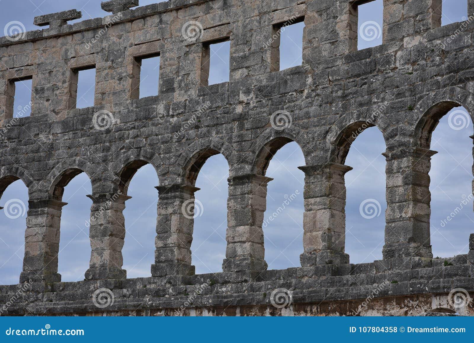 De ruïnes van amphitheatre Pula Kroatië