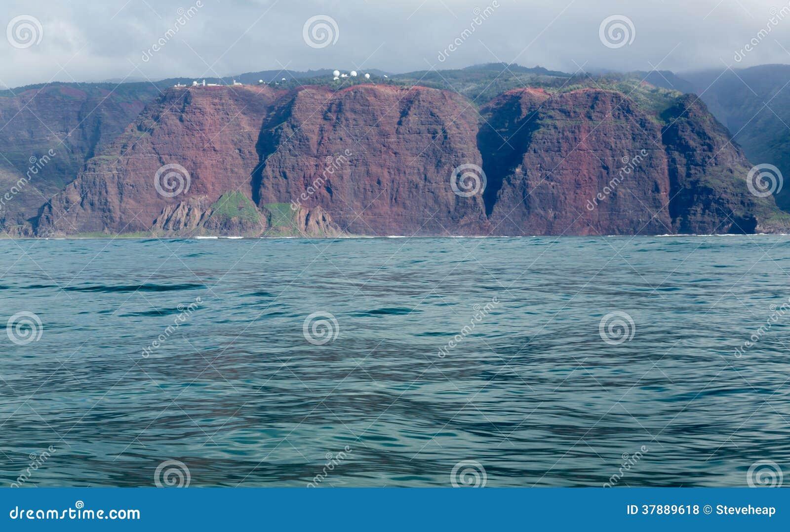 De ruwe kust van Na Pali van cruise