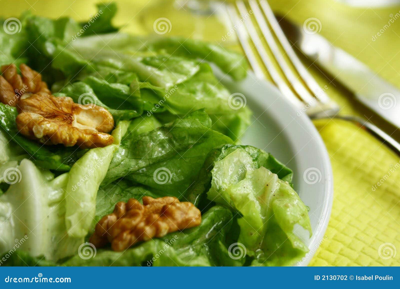 De salade van de okkernoot