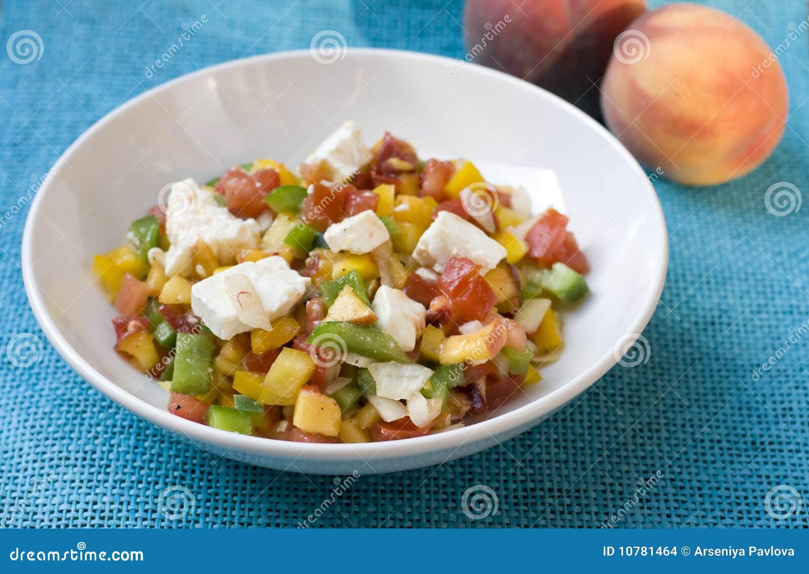 De salade van de perzik met feta & tomaat