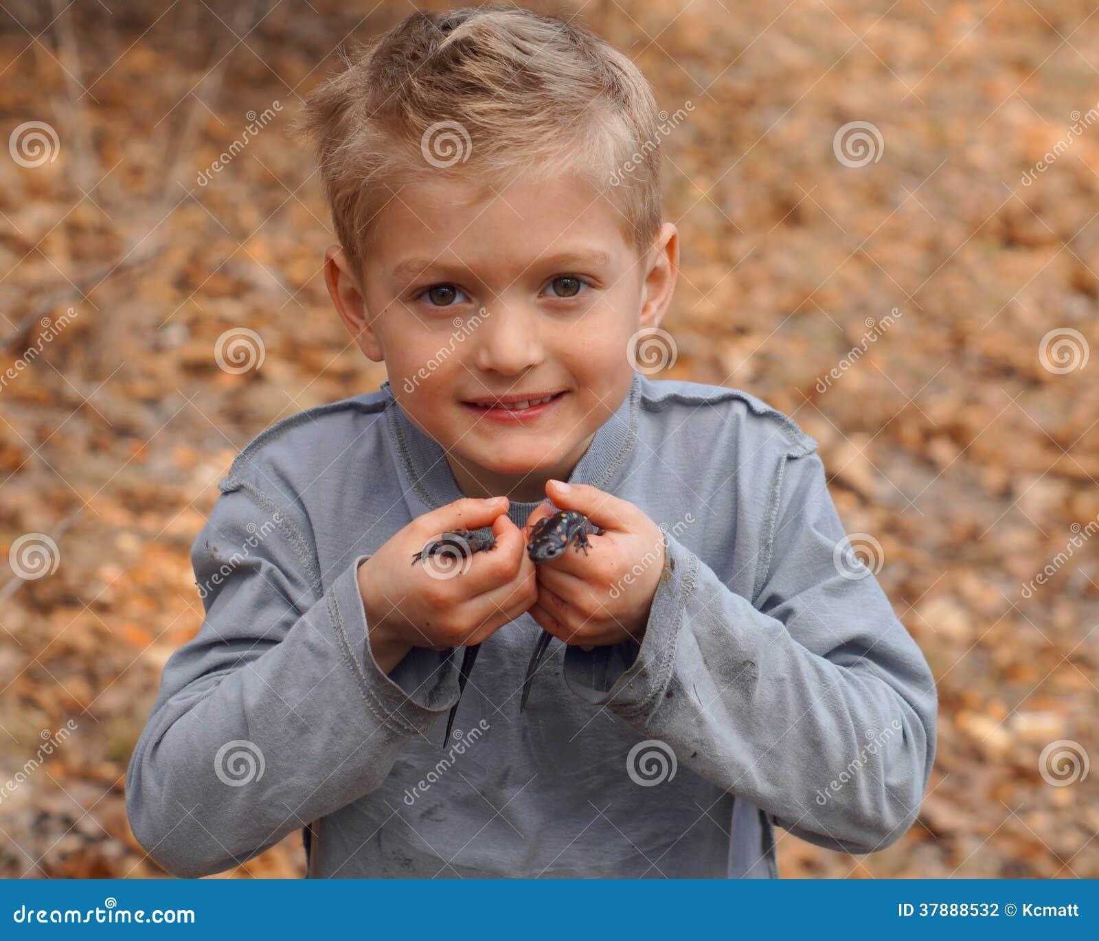 De salamanders van de jongensholding