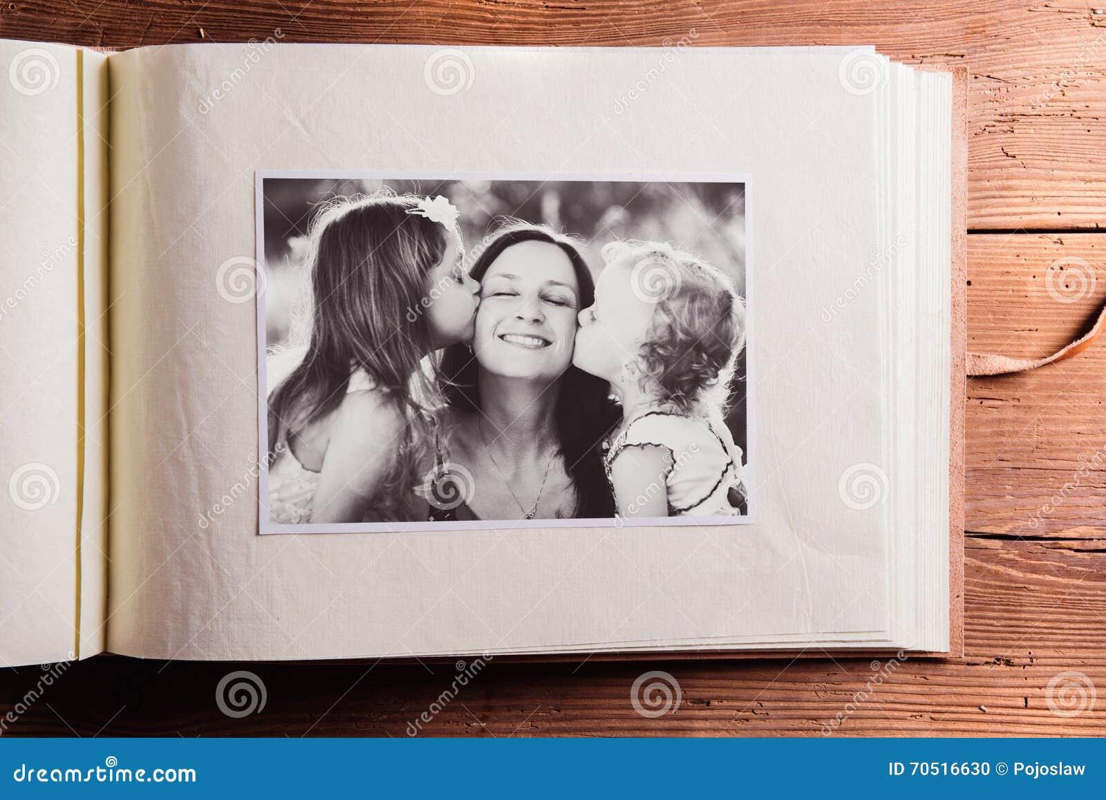 De samenstelling van de moedersdag Fotoalbum, zwart-wit beeld W