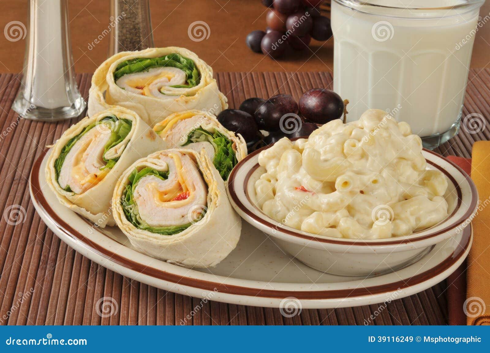 De sandwich van Turkije met macaronisalade