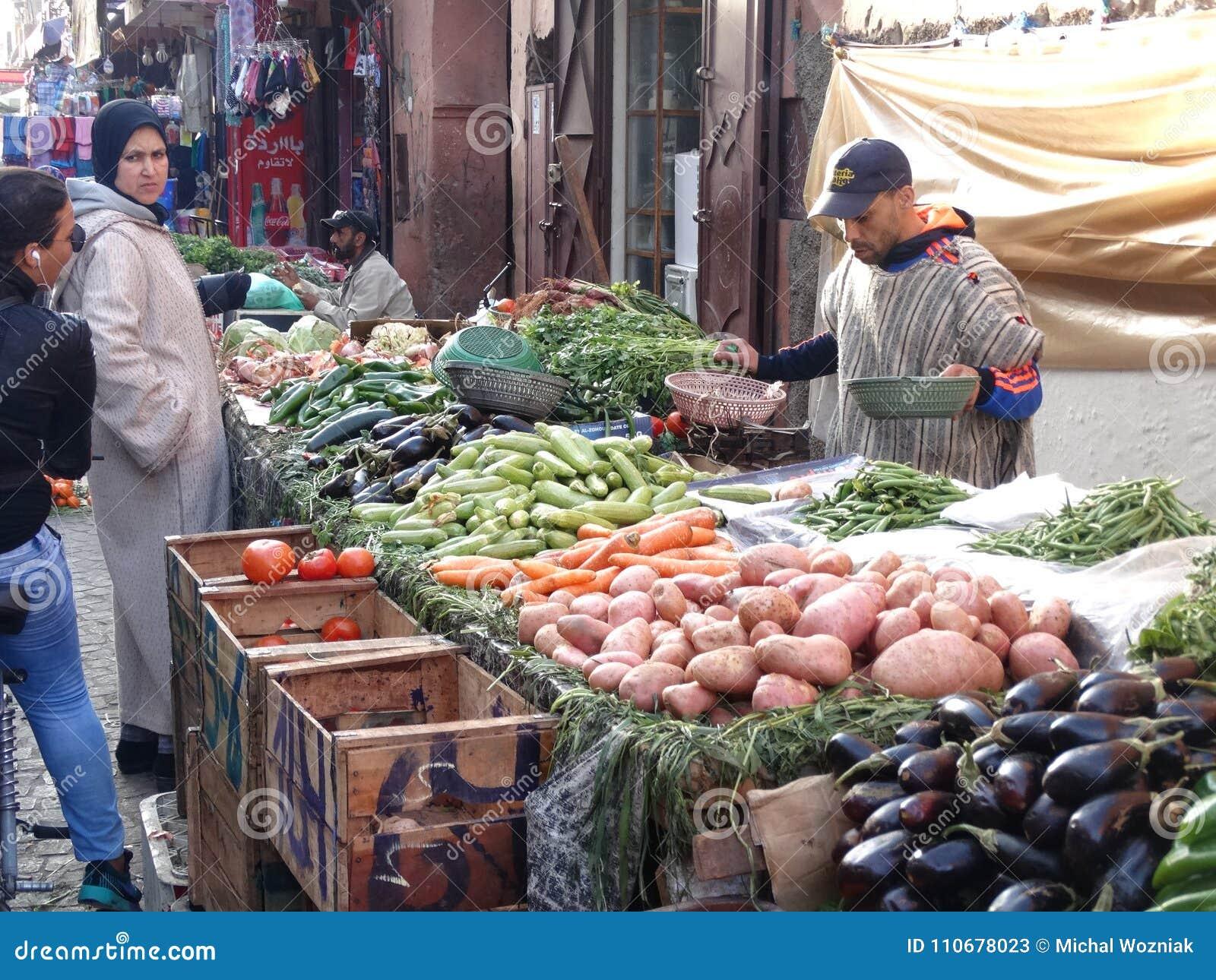 De scène van de straat marrakech marokko