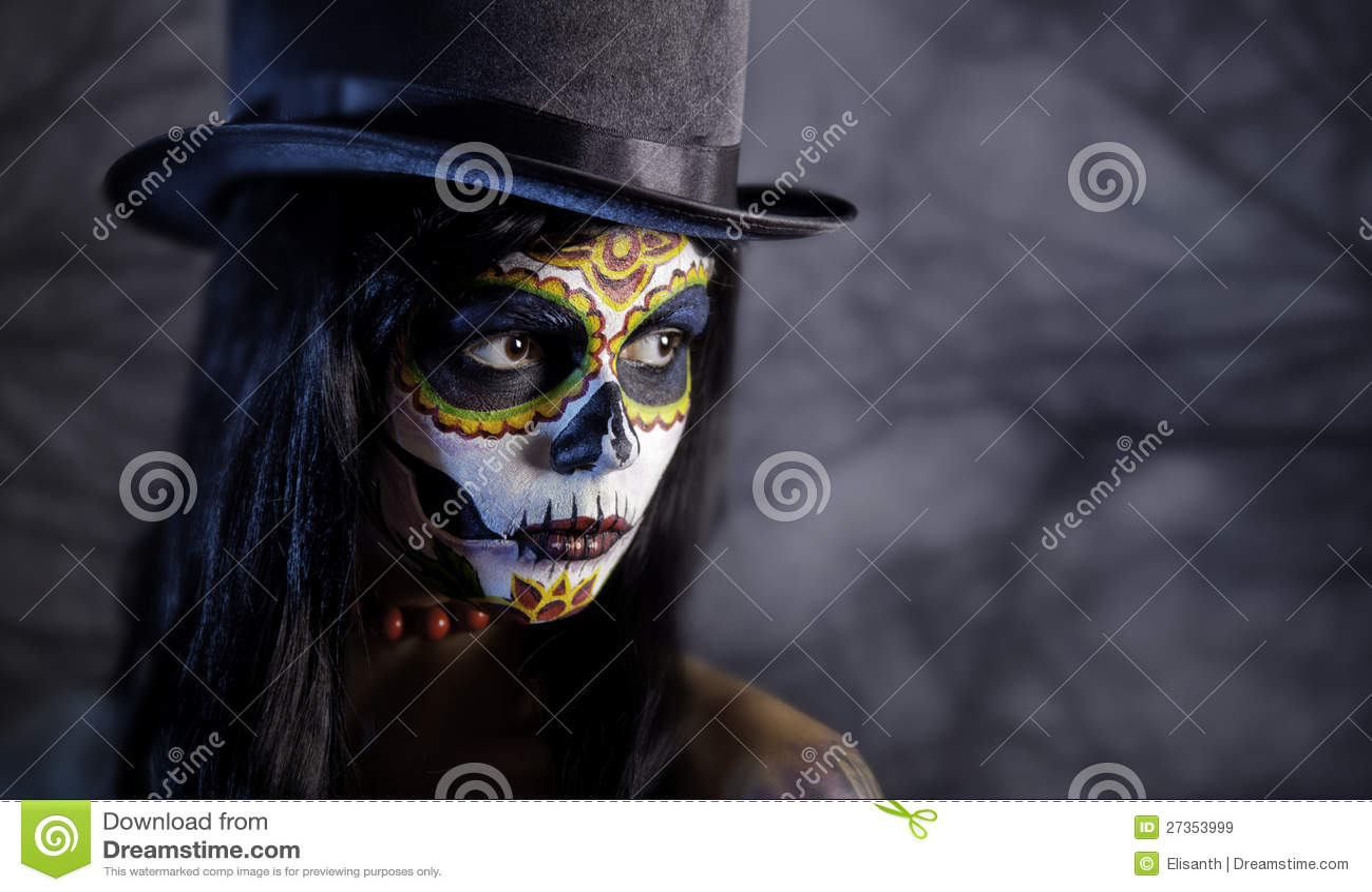 De schedelmeisje van de suiker in tophat in het bos