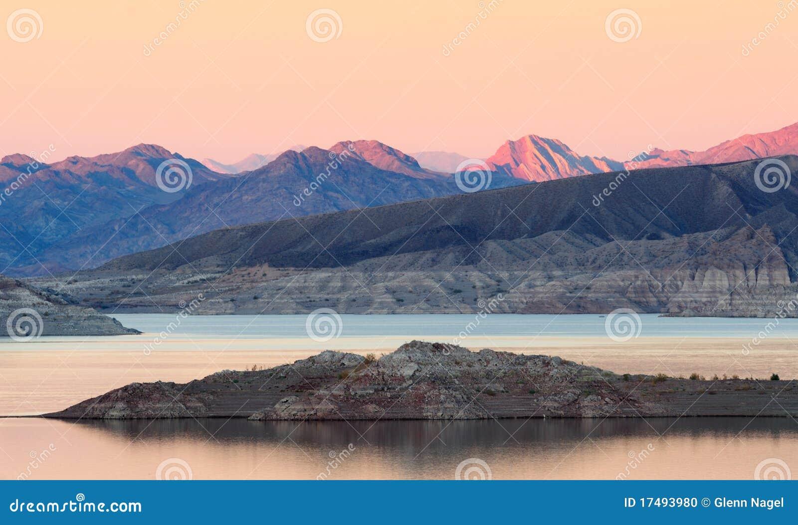 De schemering van de Weide van het meer