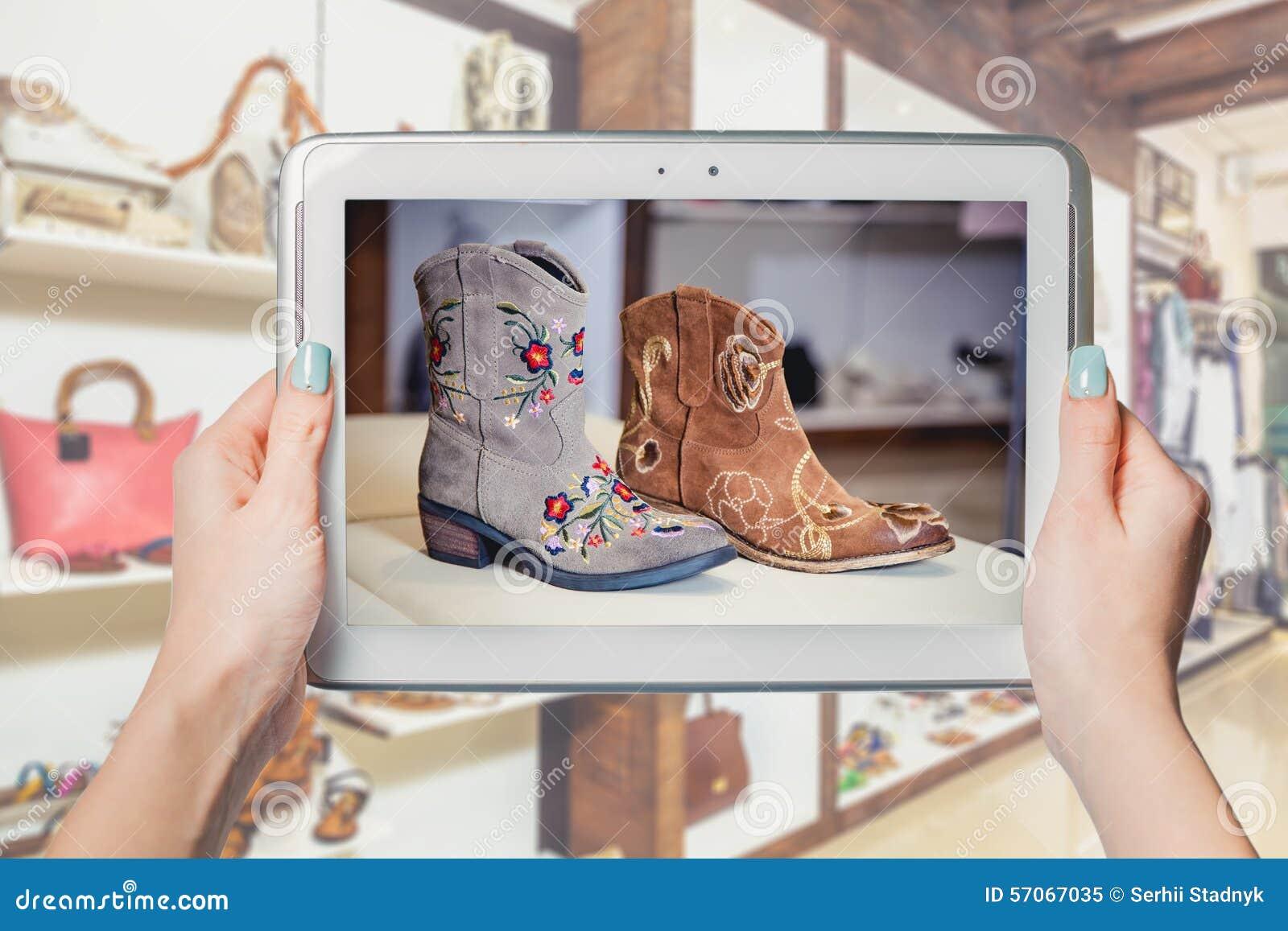 De schoenen van winkelvrouwen online