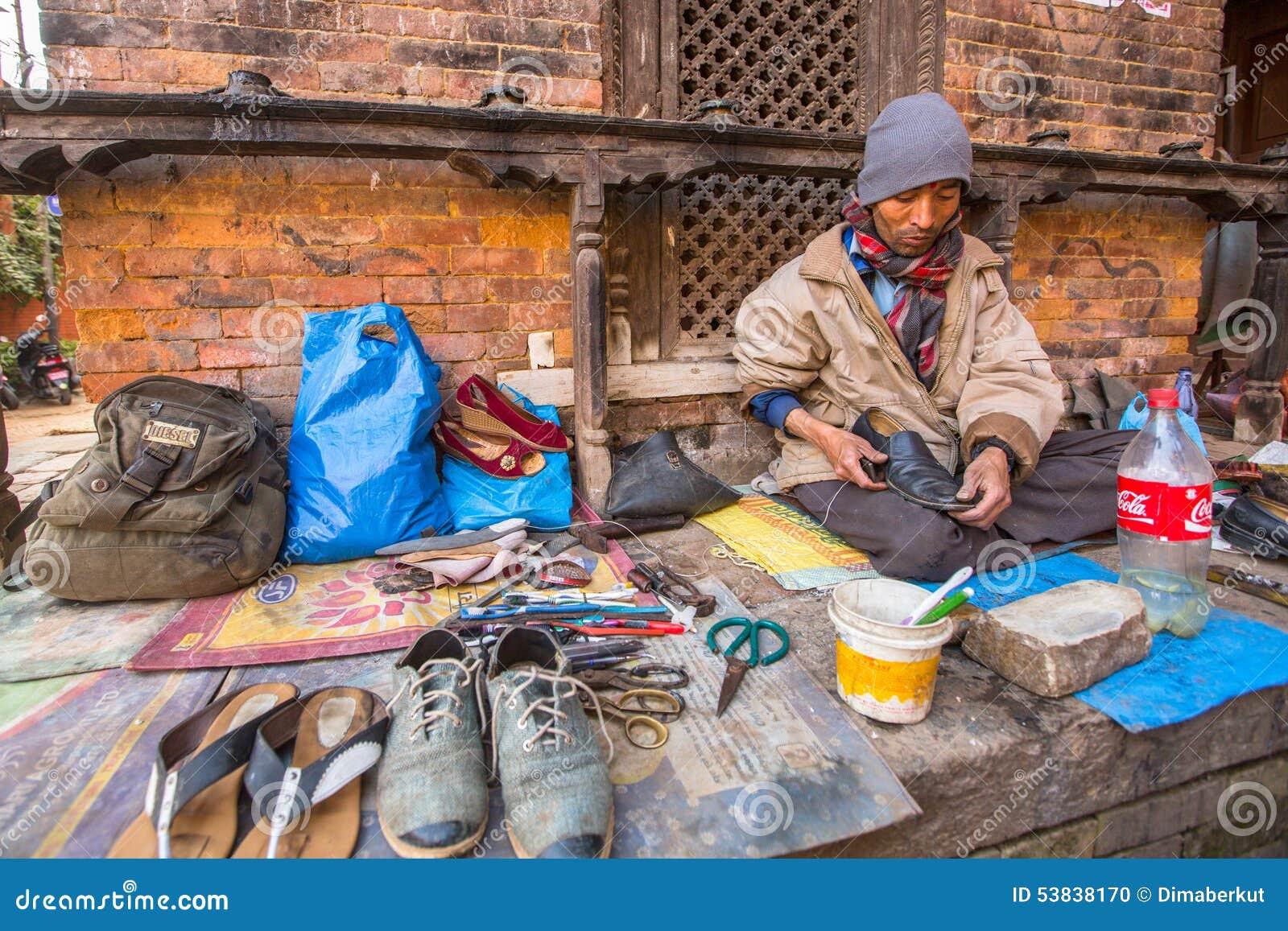 De schoenmakerswerken aangaande de straat Het kastesysteem is vandaag nog intact maar de regels zijn niet zo stijf aangezien zij