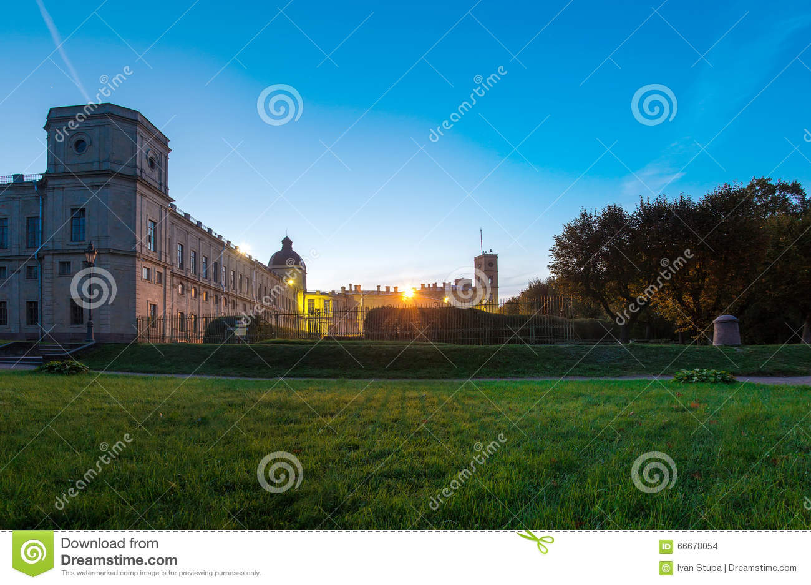 12 de setembro de 2014, Gatchina, Rússia, o palácio grande de Gatchina, noite