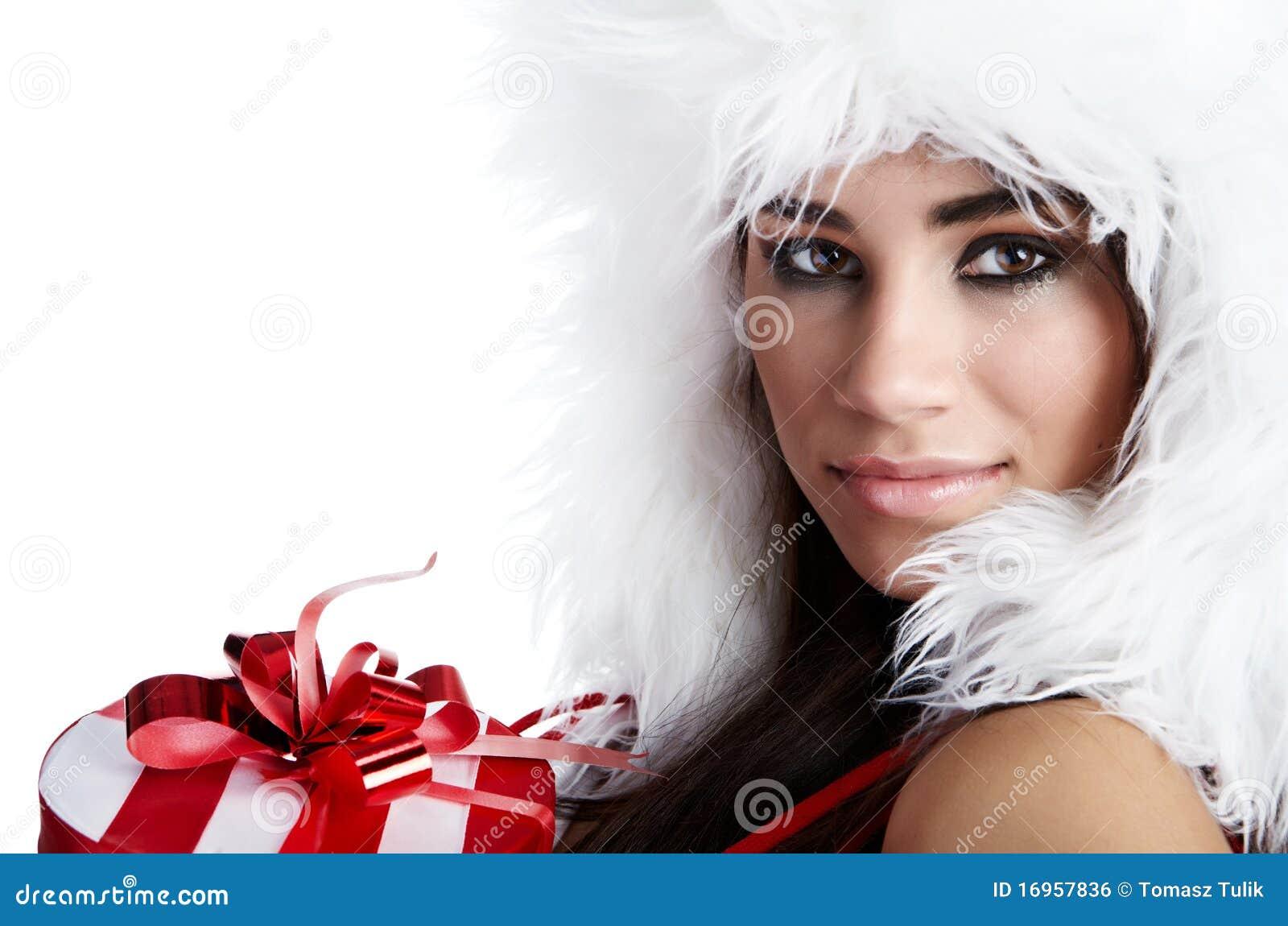 De sexy jonge donkerbruine vrouw kleedde zich als Kerstman