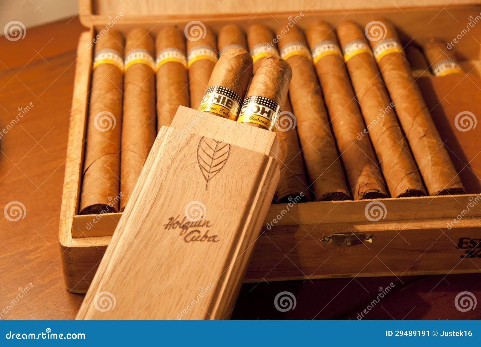 de-sigaren-van-esplendidos-van-cohiba-de-houten-doos-29489191.jpg