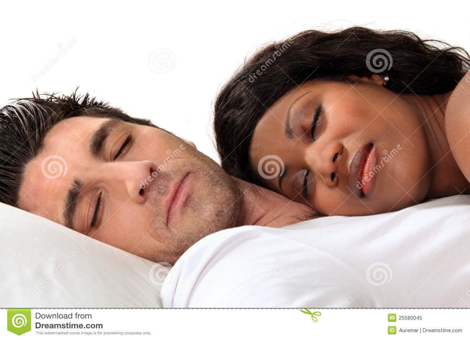 De slaap van de vrouw op haar echtgenoot