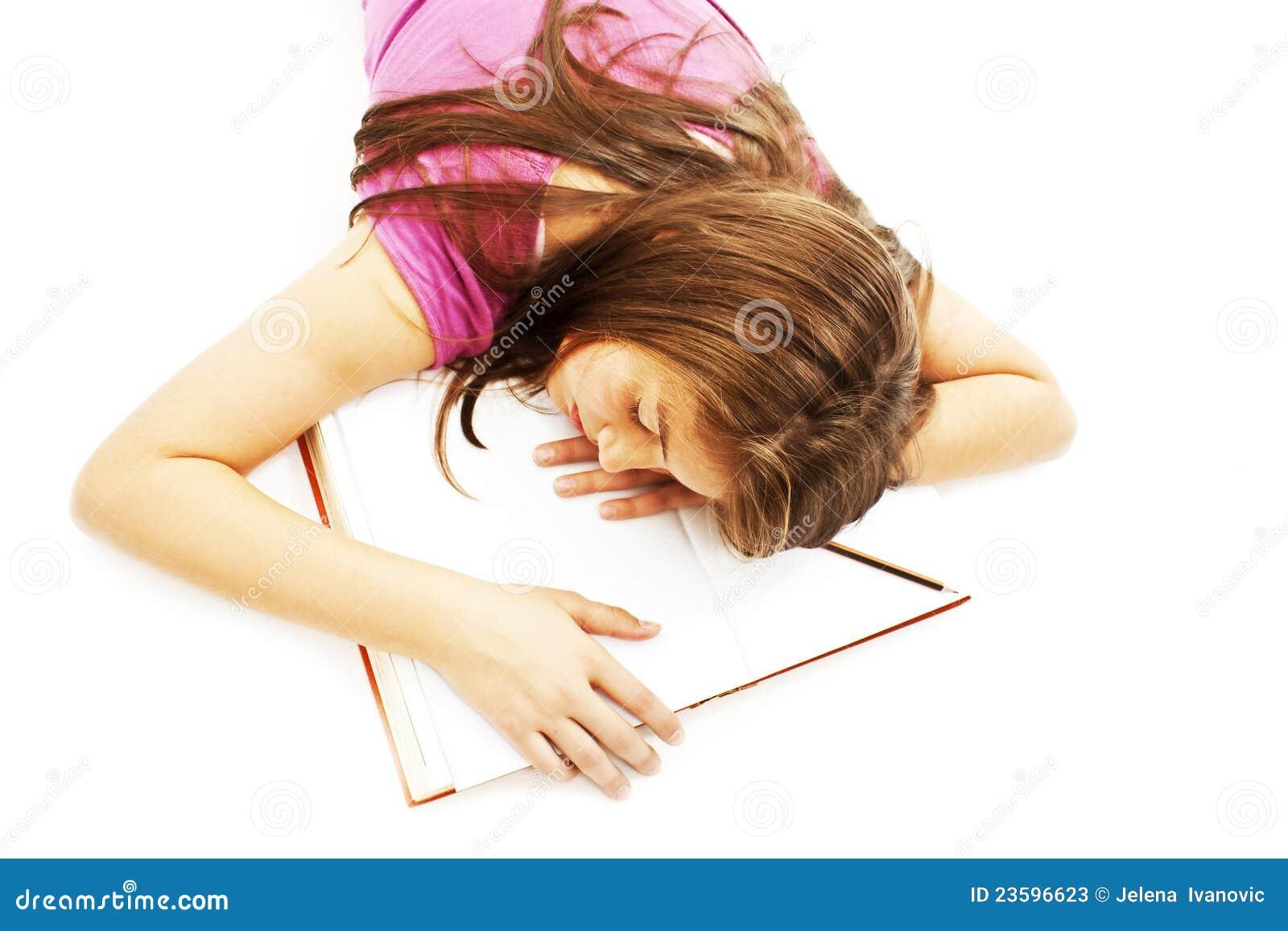De slaap van het meisje met haar hoofd op een open boek stock foto 39 s beeld 23596623 - Beeld het meisje van ...