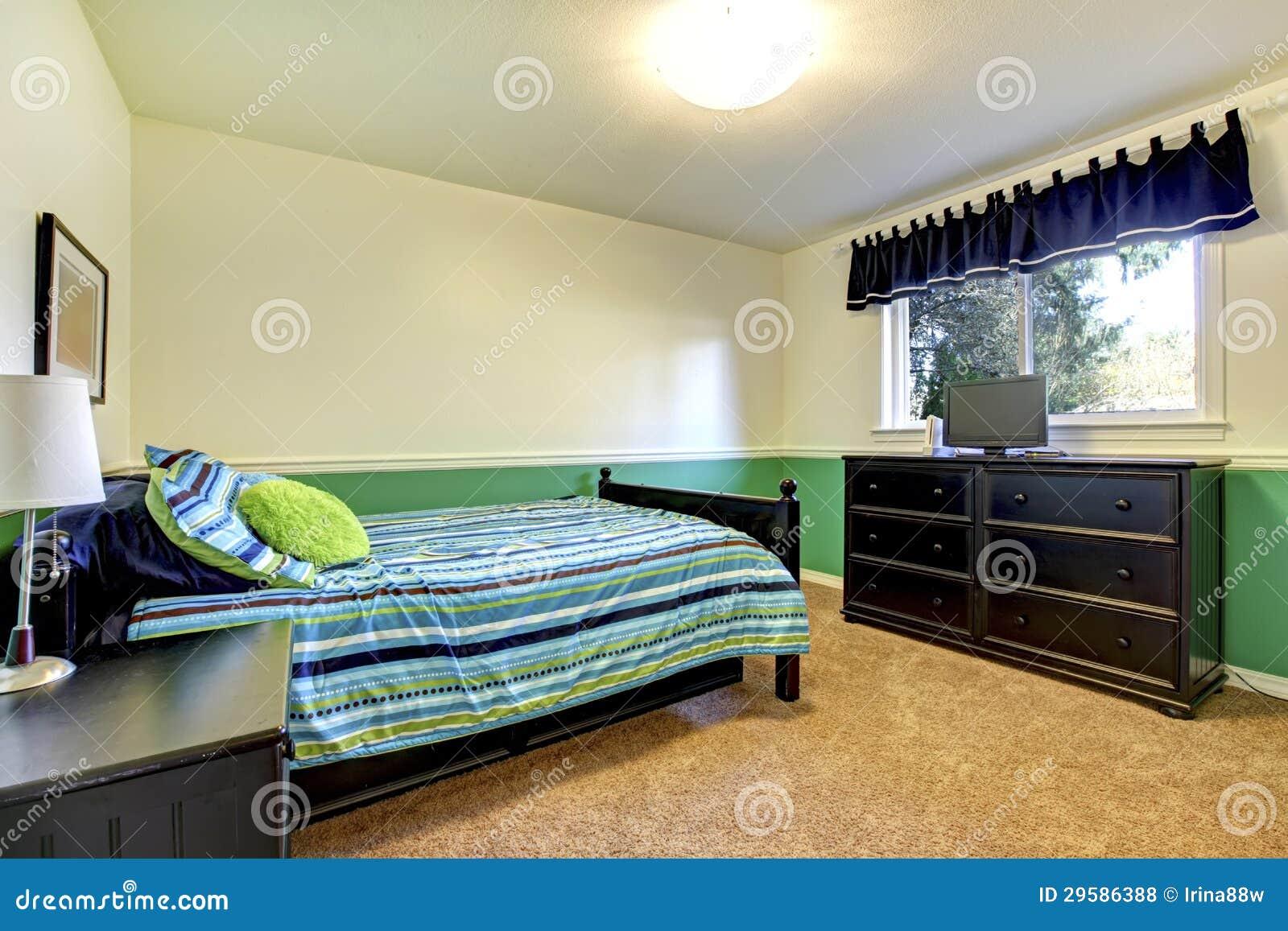 Tiener Slaapkamer Kleuren.De Slaapkamer Van De Tiener Met Zwarte En Groen Stock Foto