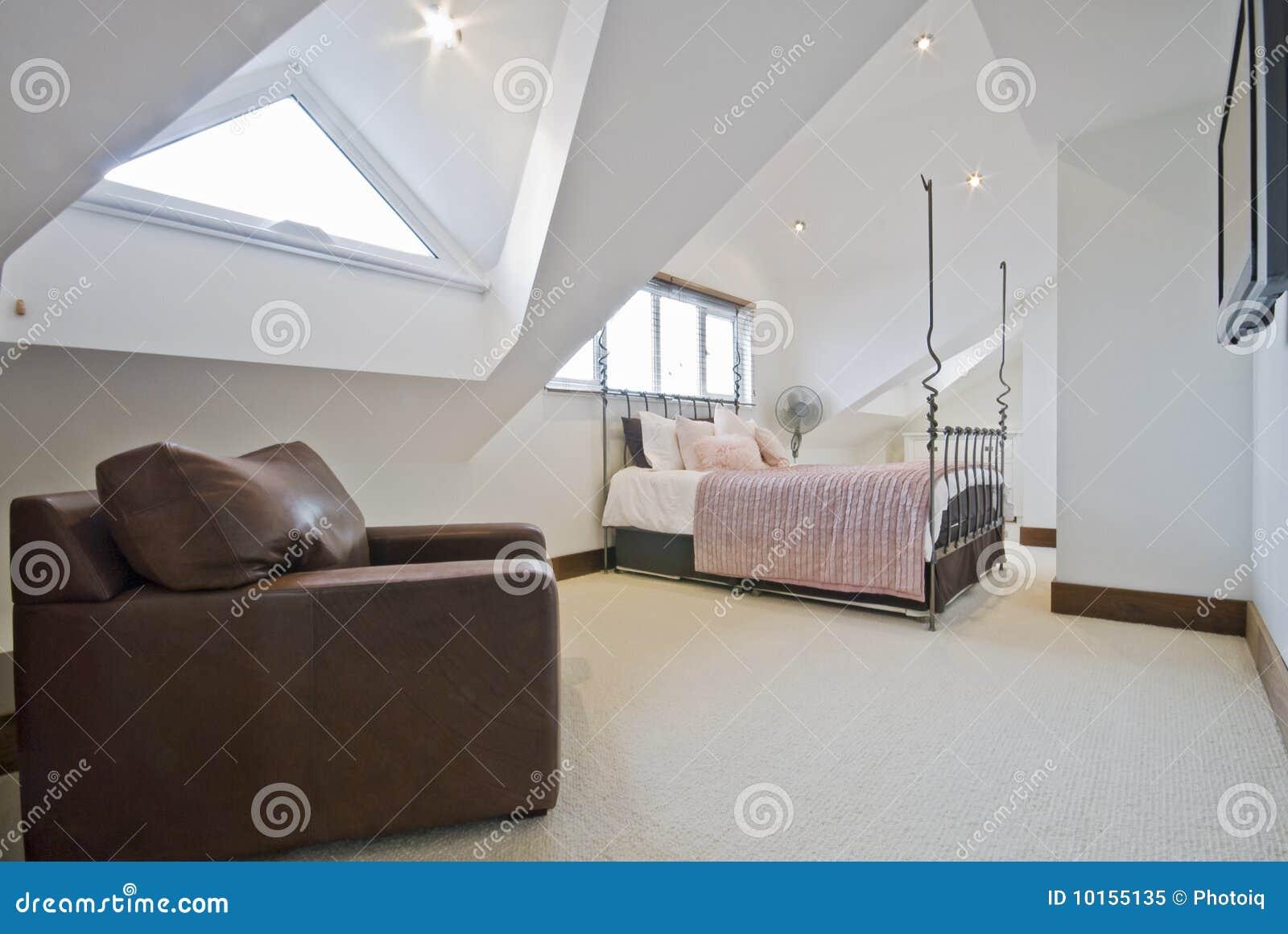 De slaapkamer van de zolder royalty vrije stock foto   afbeelding ...