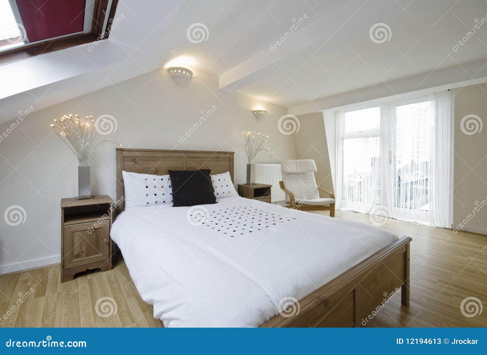 Zolder als slaapkamer ~ [Spscents.com]
