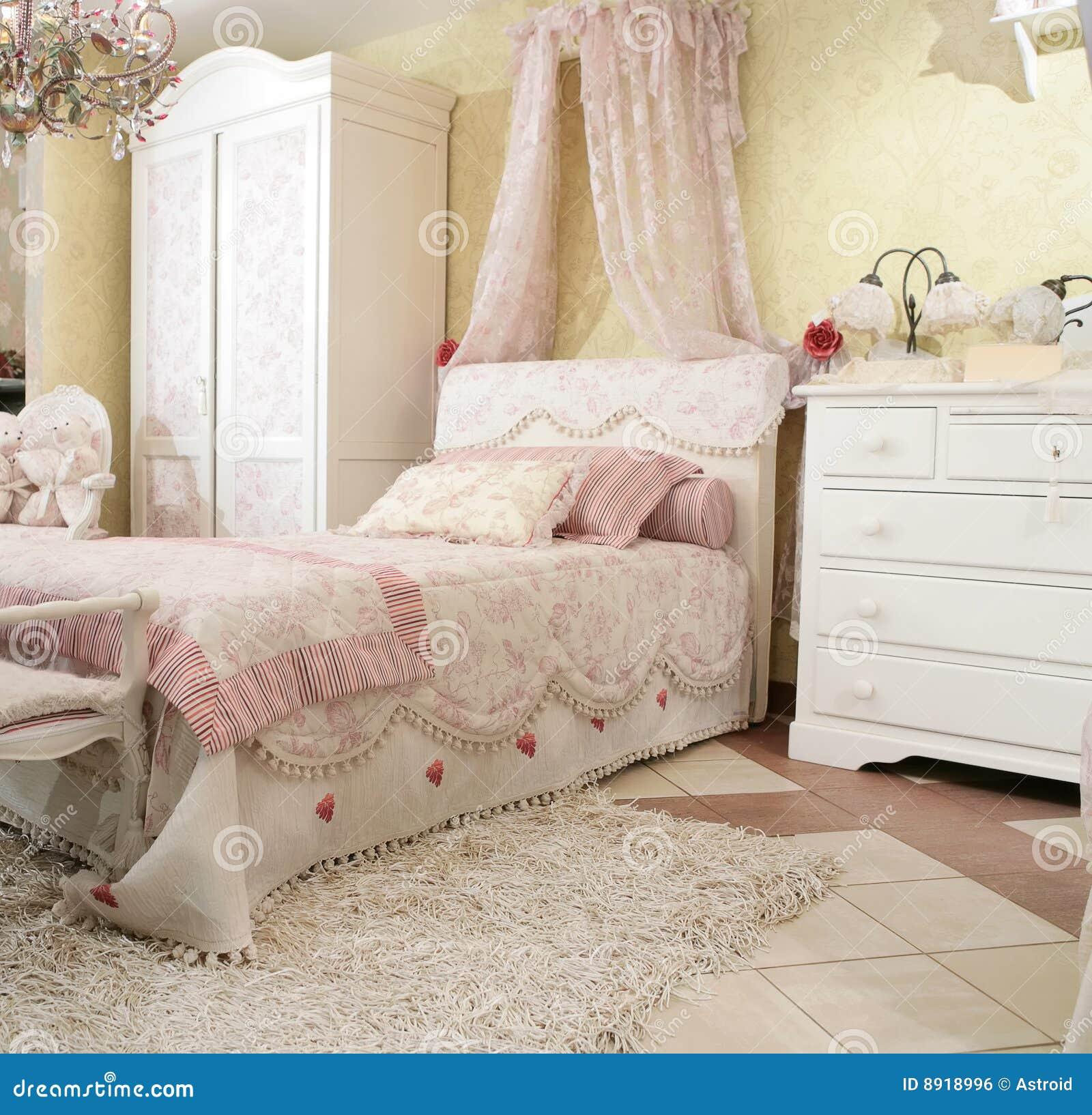 Binnenland aan de slaapkamer van het mooie kind in luxestijl, duur ...