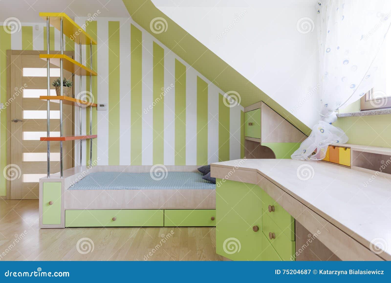 De slaapkamer van het kind en studieruimte gecombineerd idee stock