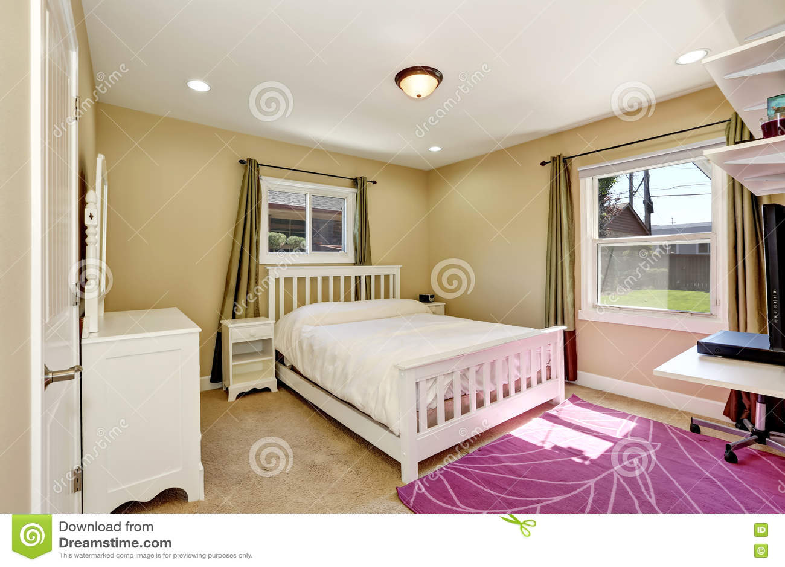Slaapkamer Amerikaanse Stijl : De slaapkamer van nice in het kleine amerikaanse huis van de