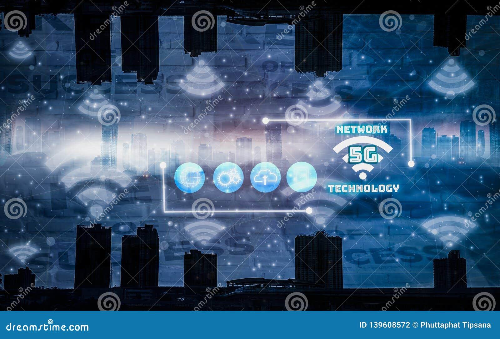 De slimme stad met 5G-netwerk en het draadloze systeem, Internet van dingen behandelen, achtergrondstadslandschap en wolkenkrabbe