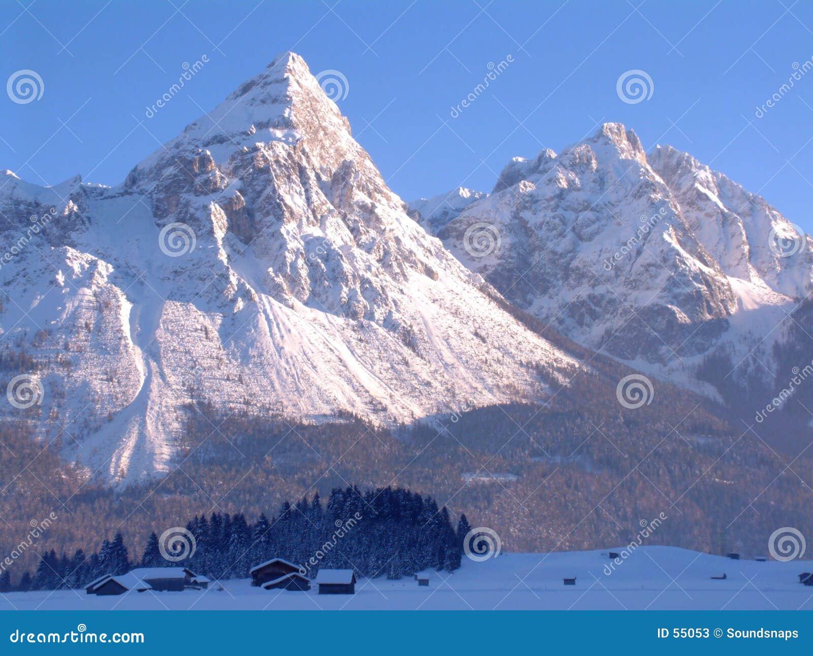 De sneeuw Pieken van de Berg