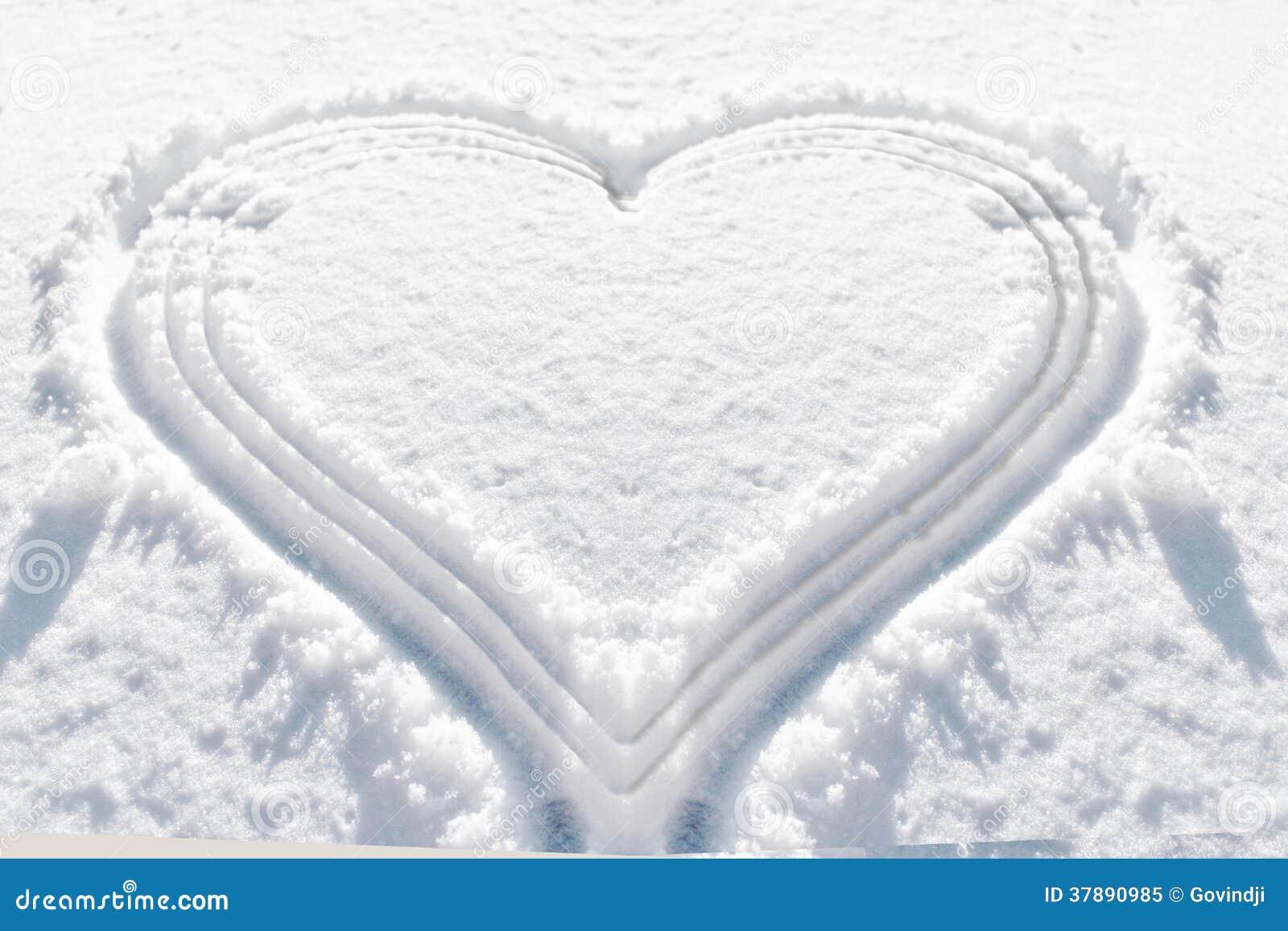 De sneeuwachtergrond van de hartvorm