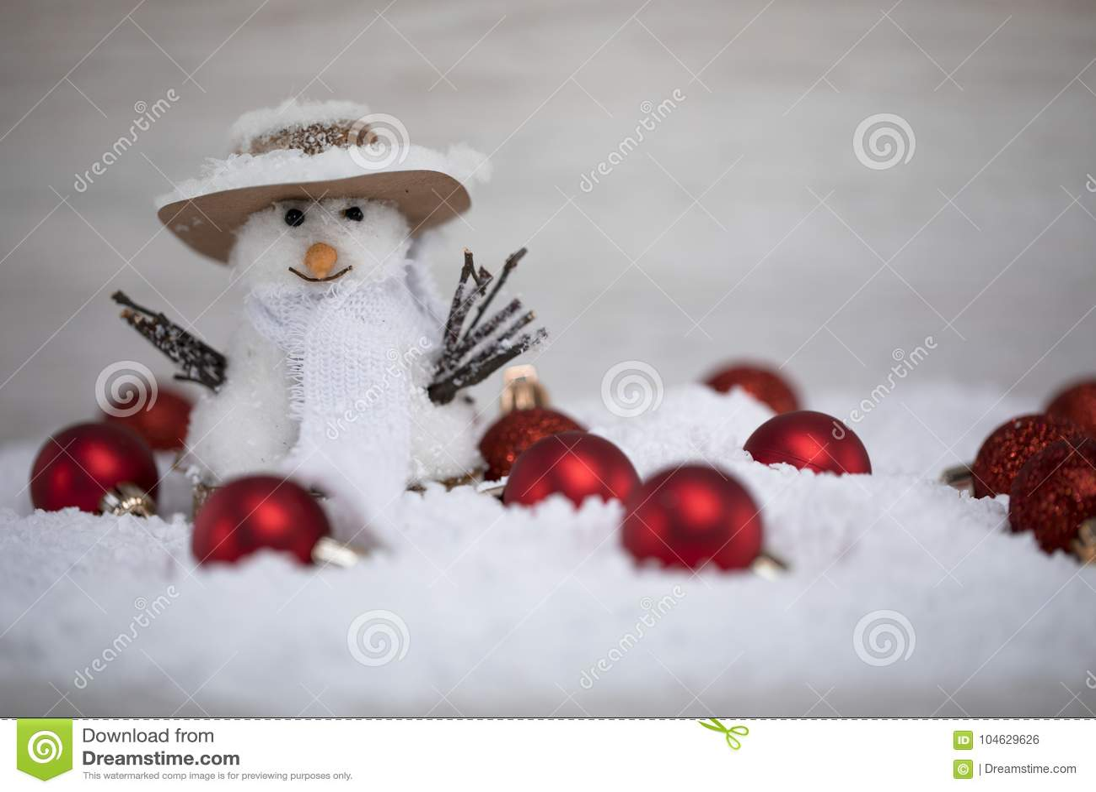 Download De Sneeuwman Kondigt De Aankomst Van De De Wintervakantie Aan Stock Foto - Afbeelding bestaande uit aankomst, seizoengebonden: 104629626
