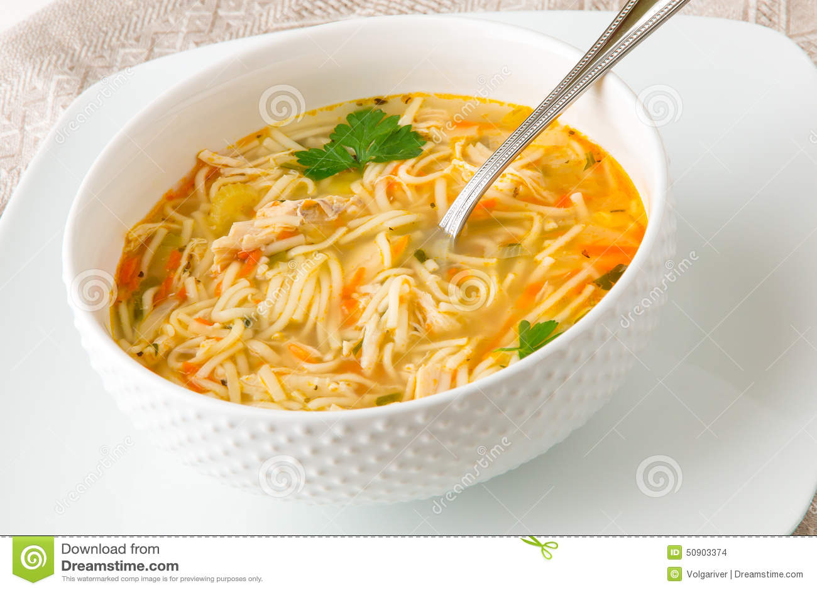 De soep van de kippennoedel