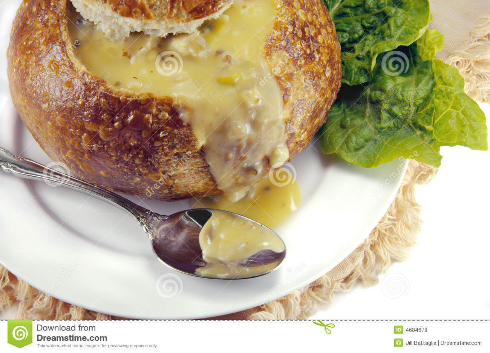 De Soep van de room in een Kom van het Brood van de Zuurdesem