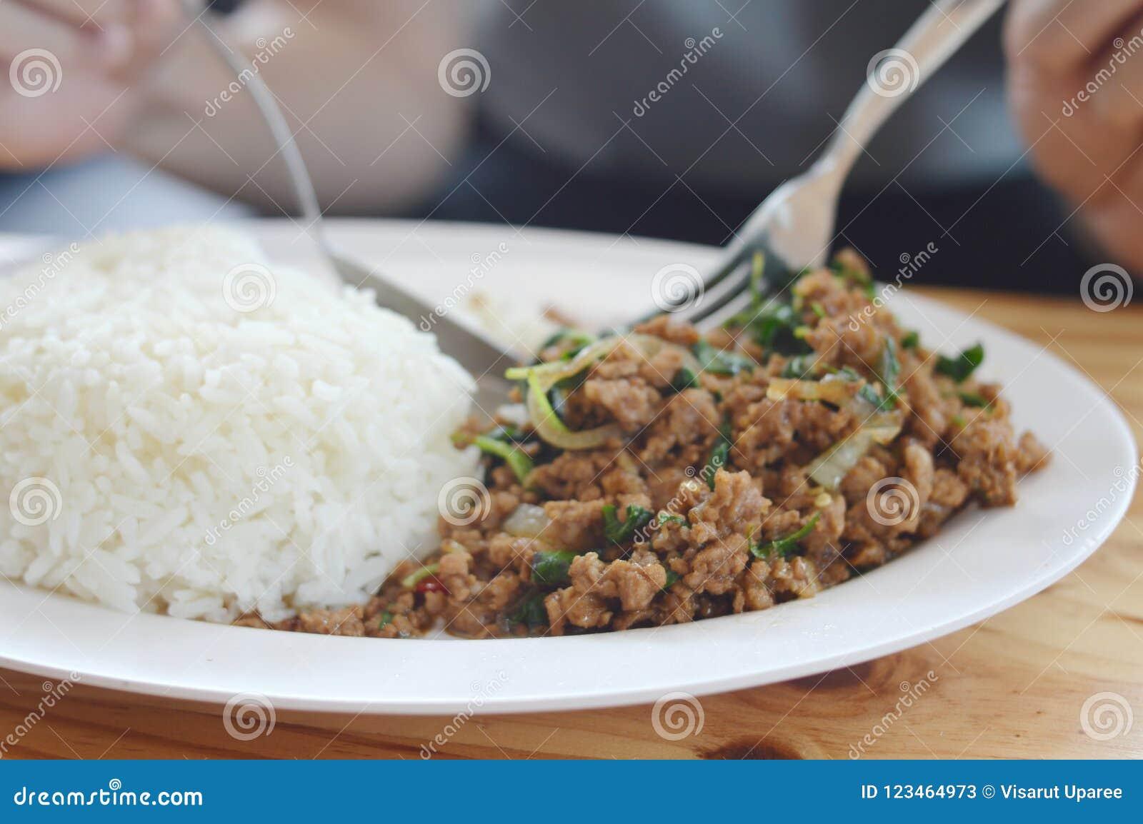 De soep van het varkensvleesbasilicum zeer Heerlijk het