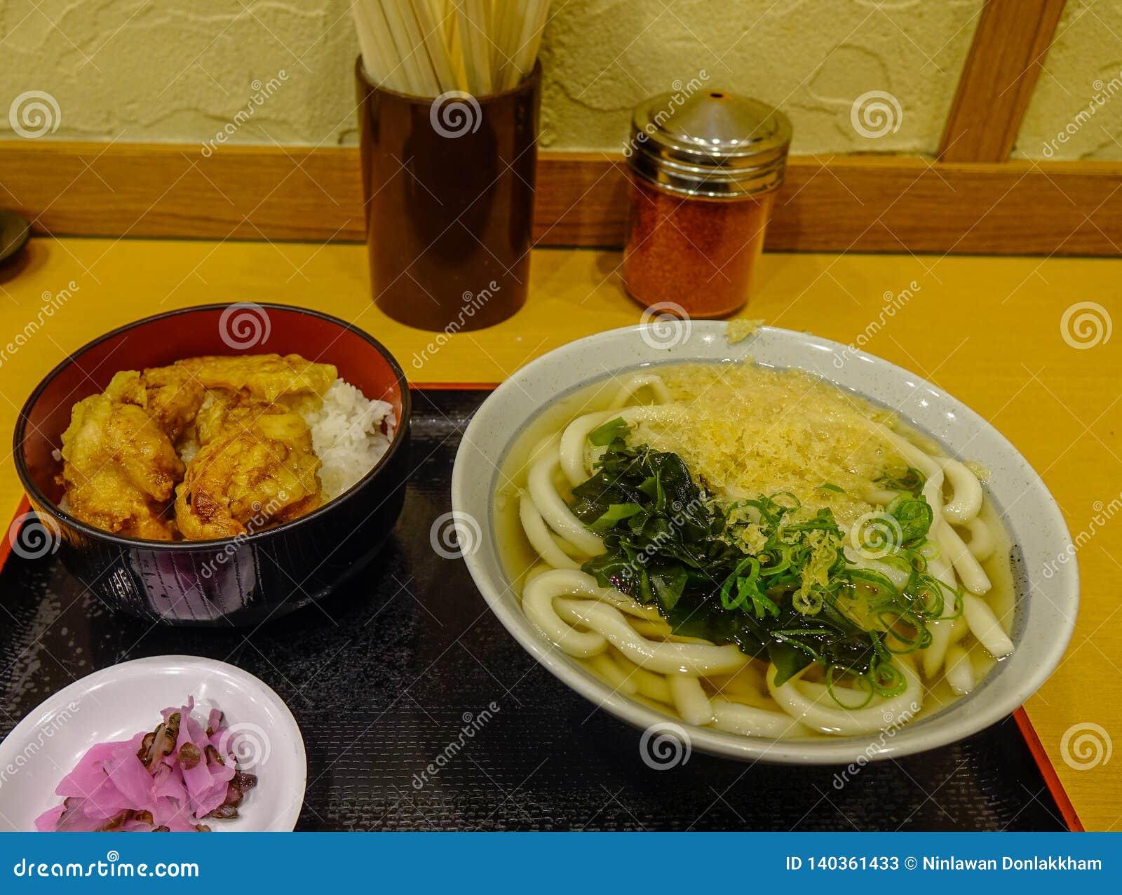 De soep van de Udonnoedel voor lunch