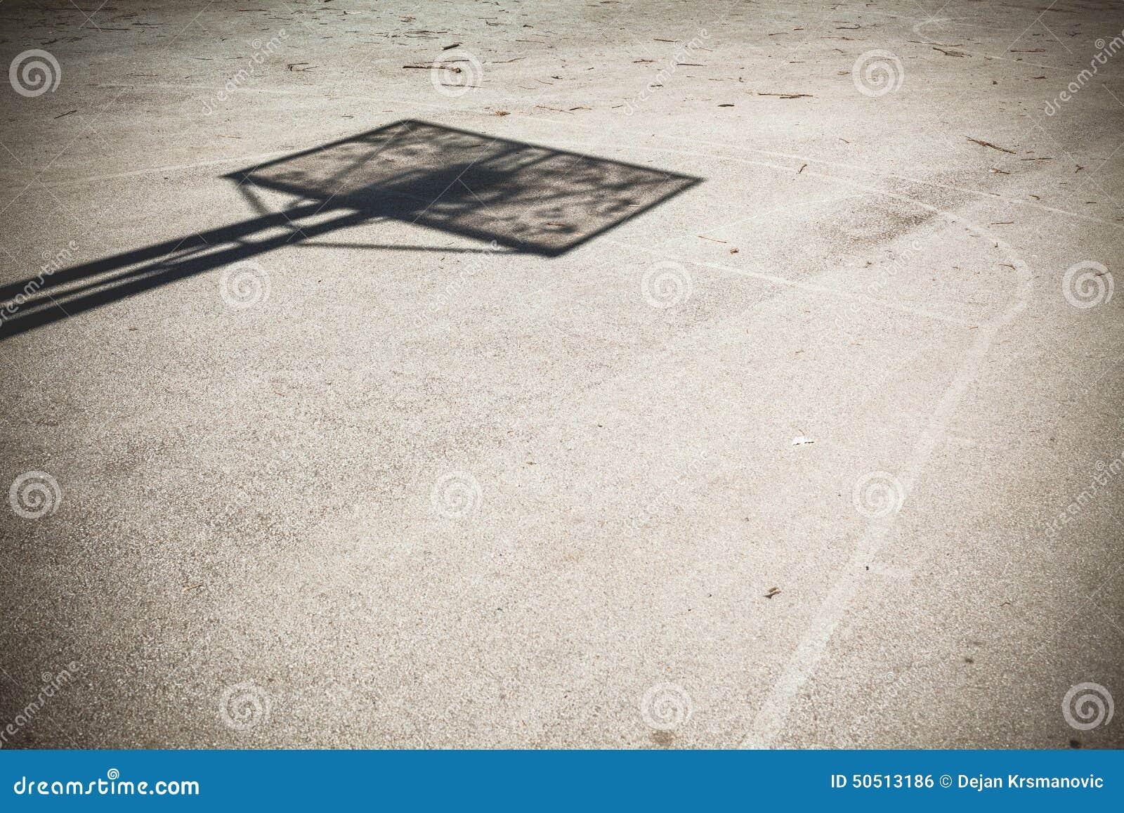 De speelplaats van het basketbal