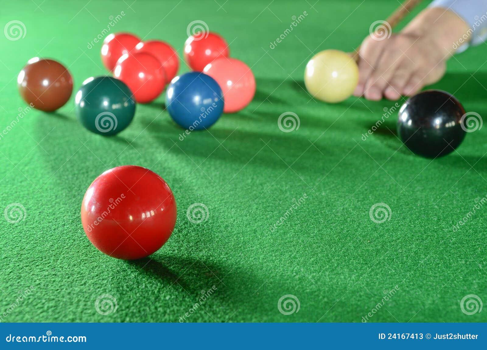 De speler van de snooker met ruimte