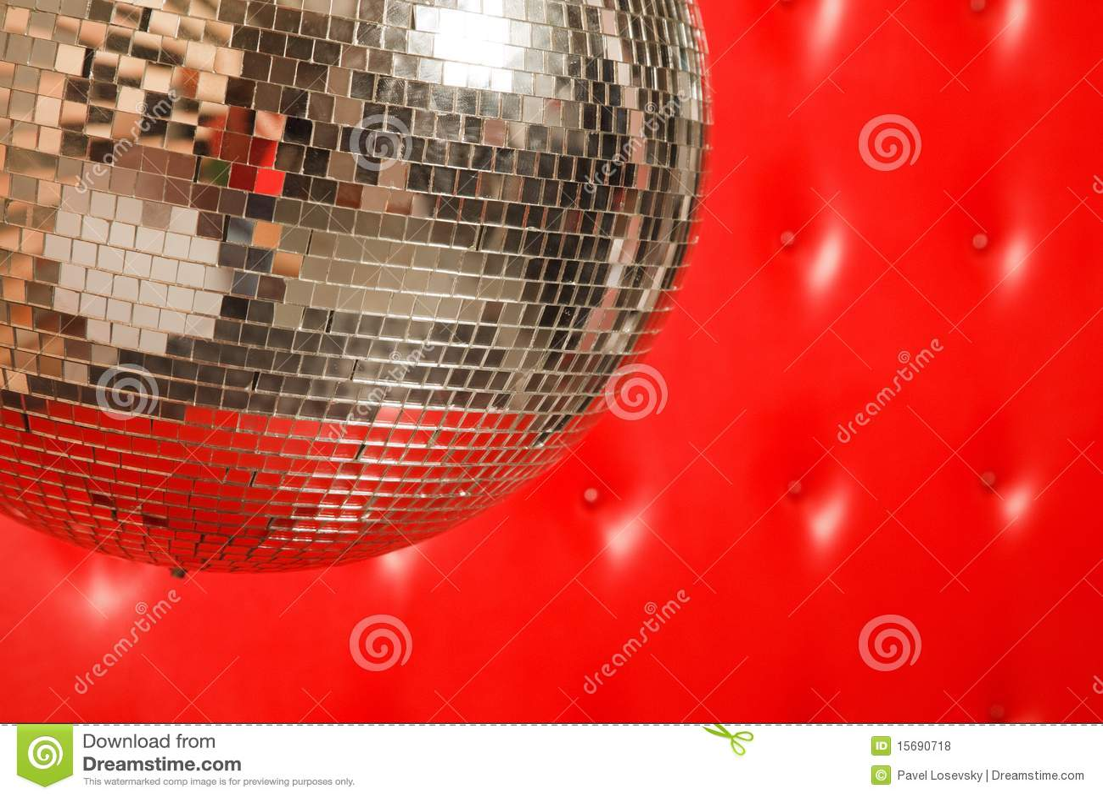 De spiegelbal van de dans op leerachtergrond