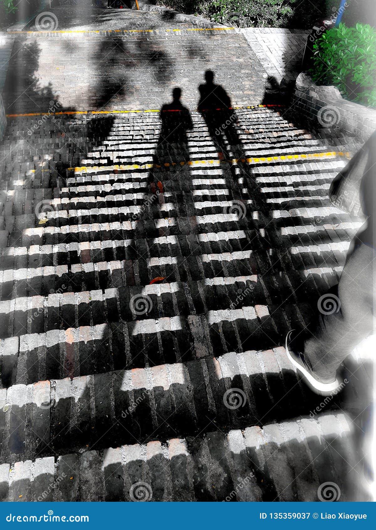 De spookachtige schaduw op de stappen