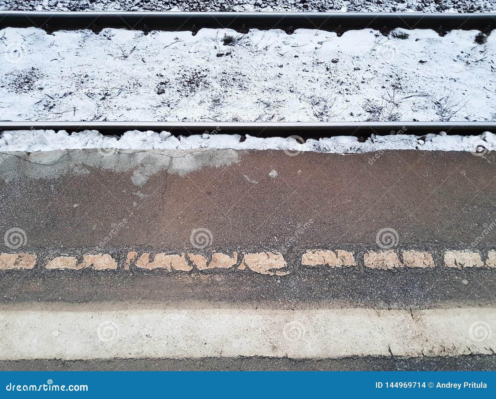 De sporen en het platform De winter
