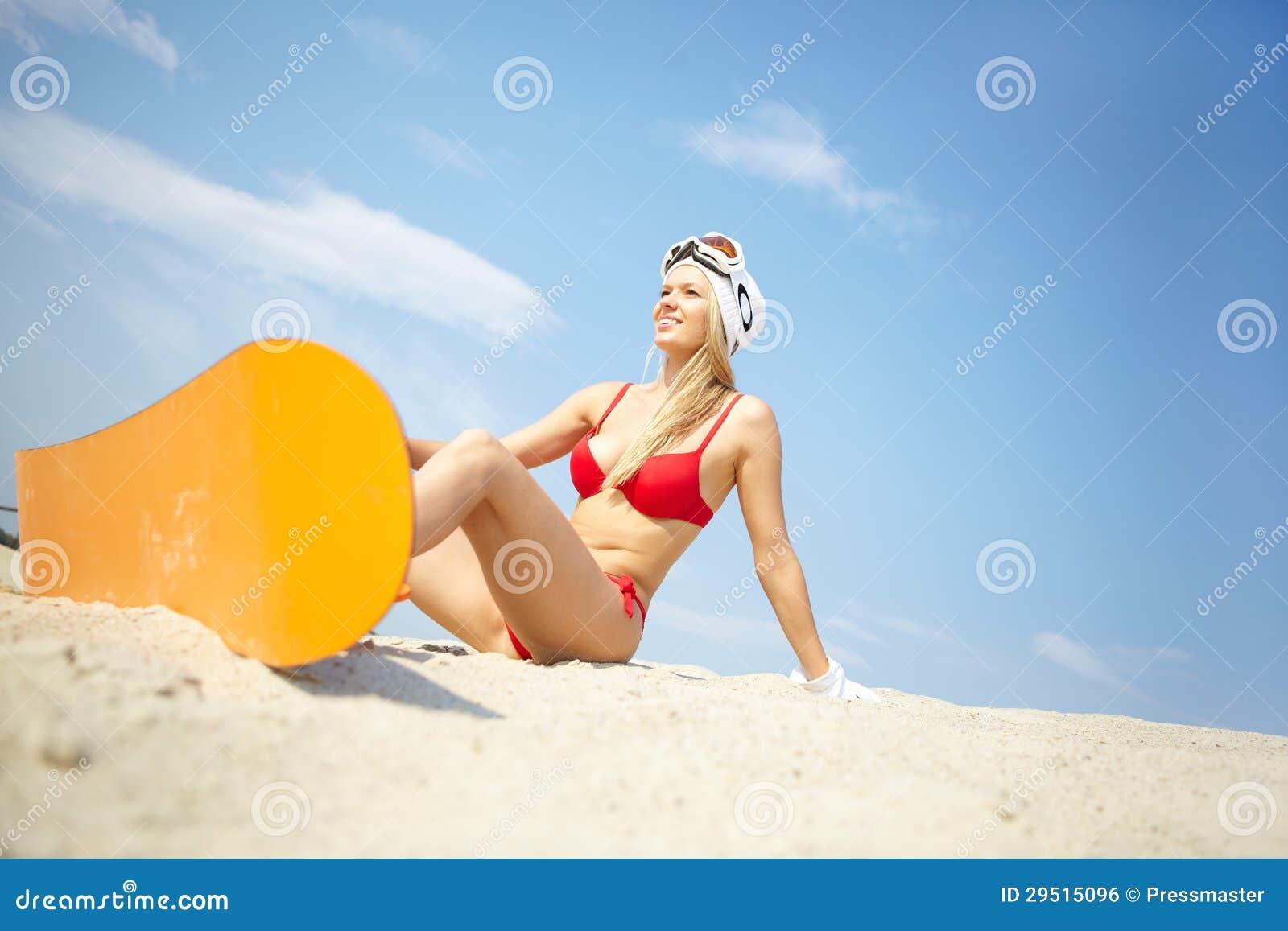 De sportvrouw van het strand