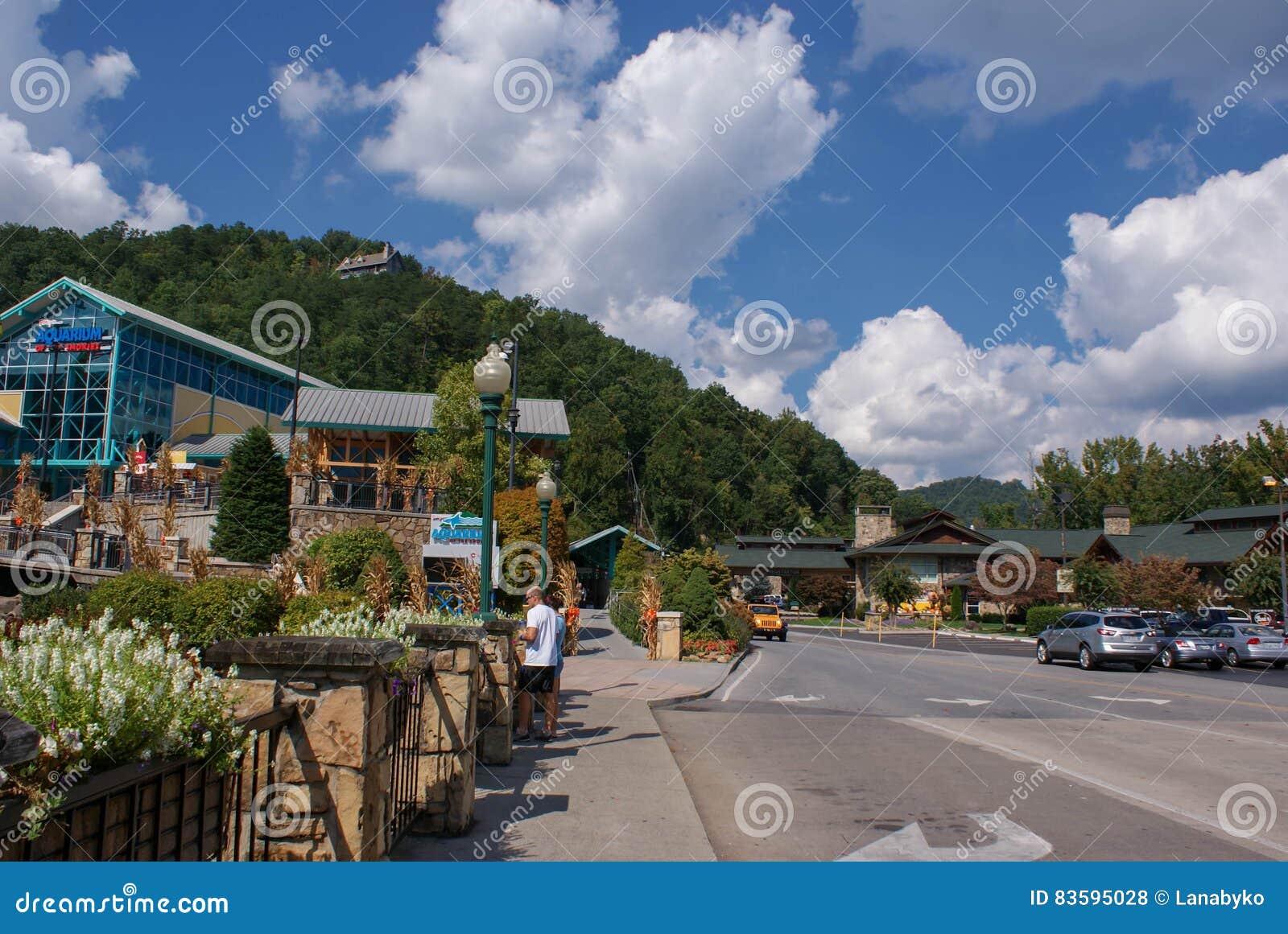 De stad in van de kleine stad van Gatlinburg en Rokerige Bergenlandschappen rond het - de hoogtepunten van het reizen in Tennesse