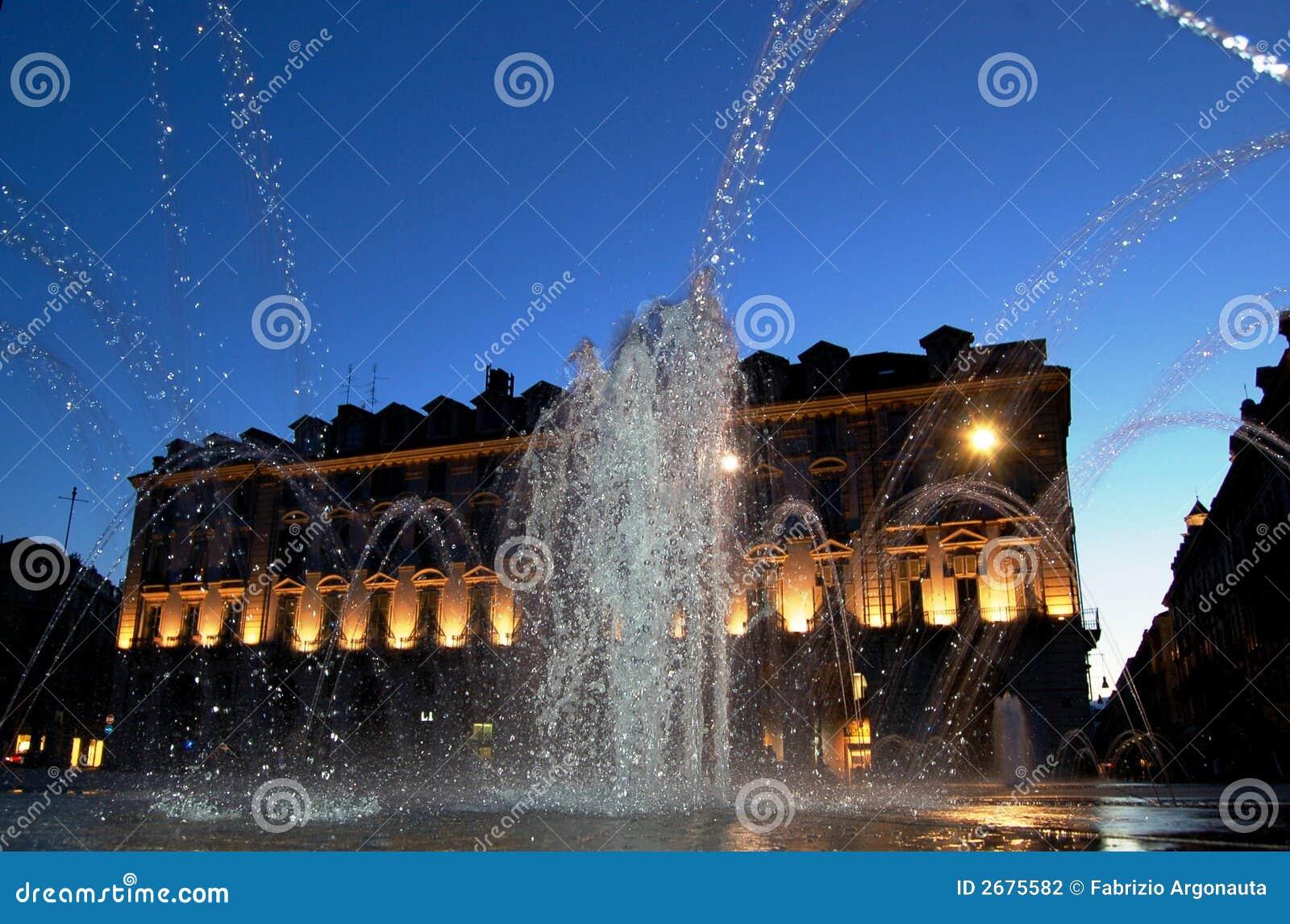 De stad van het water toont bij schemer stock fotografie afbeelding 2675582 - Groen behang van het water ...