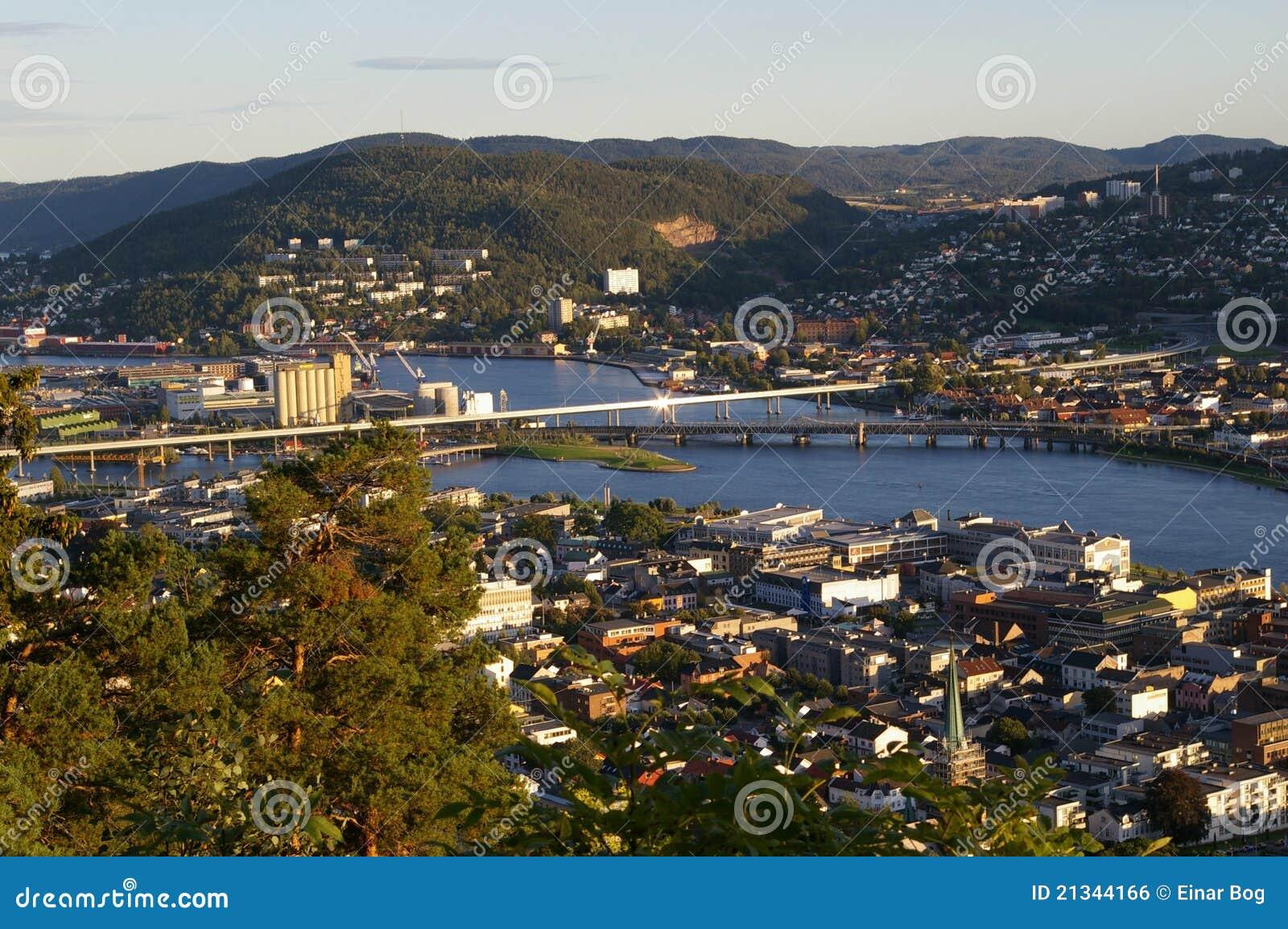 De stad verdeelde door een rivier