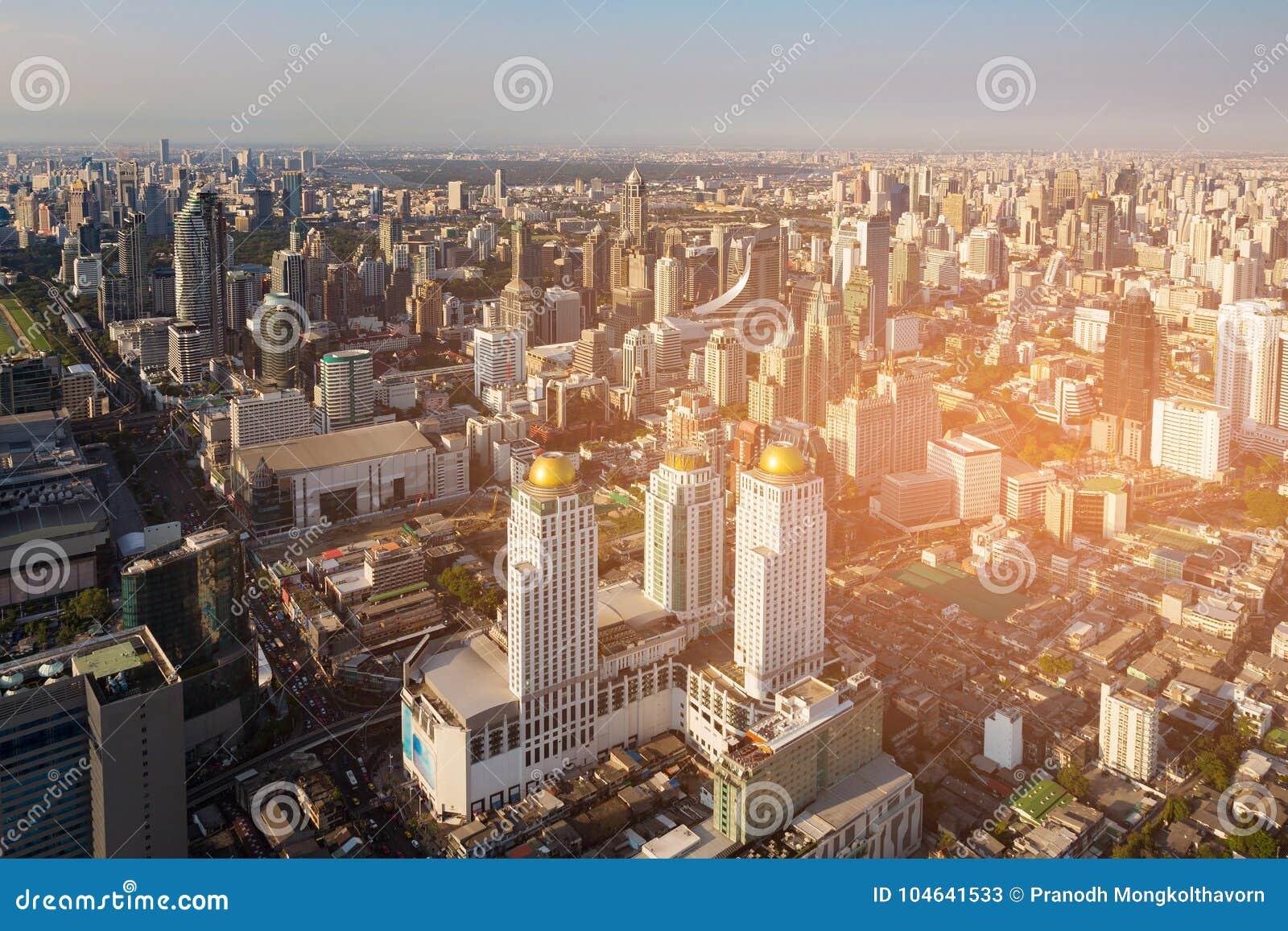 Download De Stads De Centrale Van Bedrijfs Bangkok Achtergrond Van De Binnenstad Stock Afbeelding - Afbeelding bestaande uit condominium, nacht: 104641533