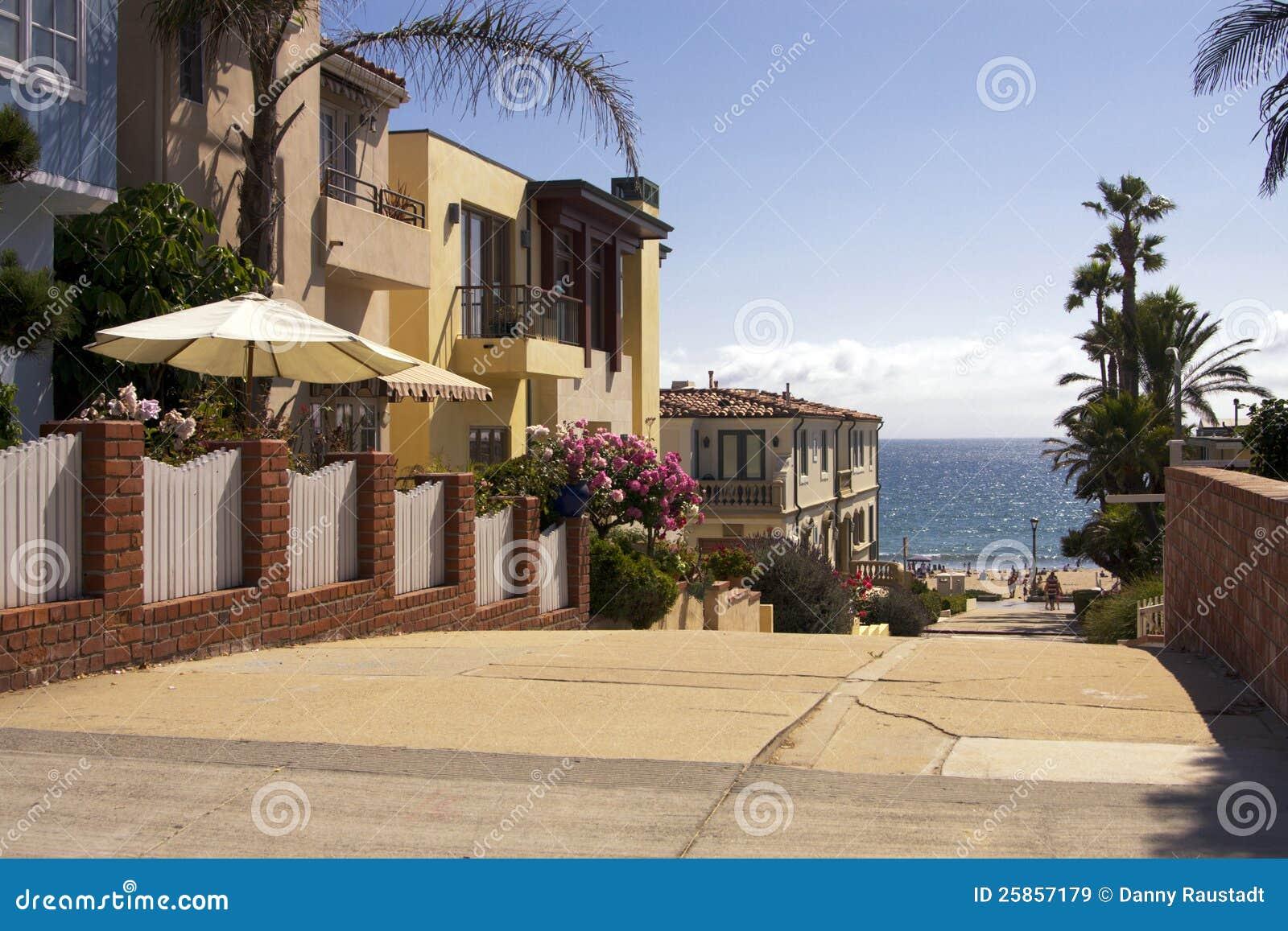 De stads oceanfront huizen van het strand