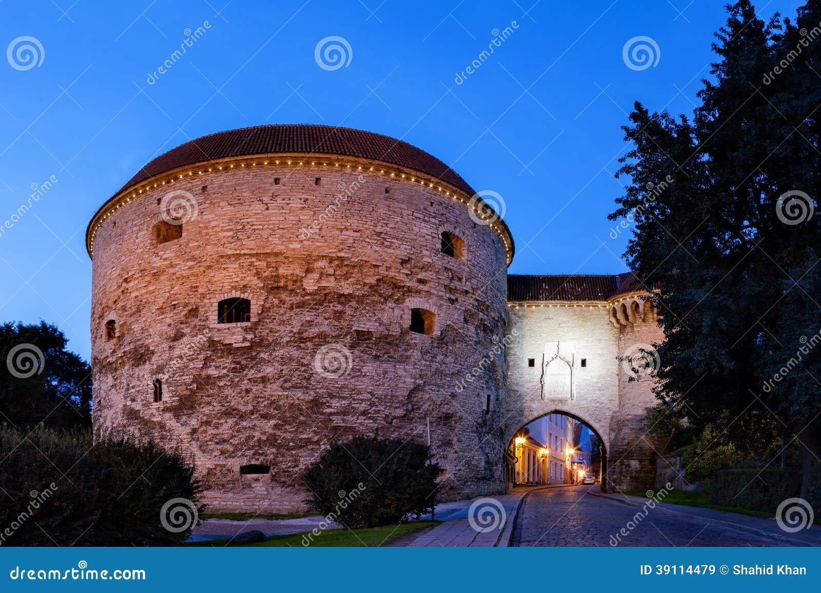 De stadsmuur van Tallinn