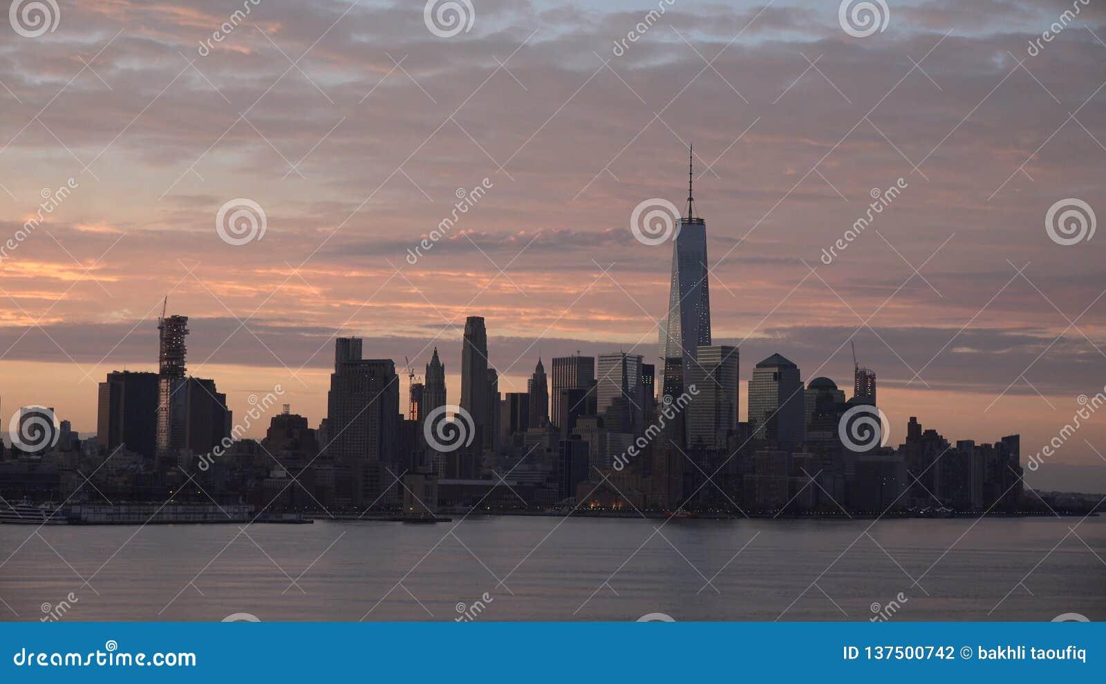 De Stadspanorama van New York met de Horizon van Manhattan over Hudson River
