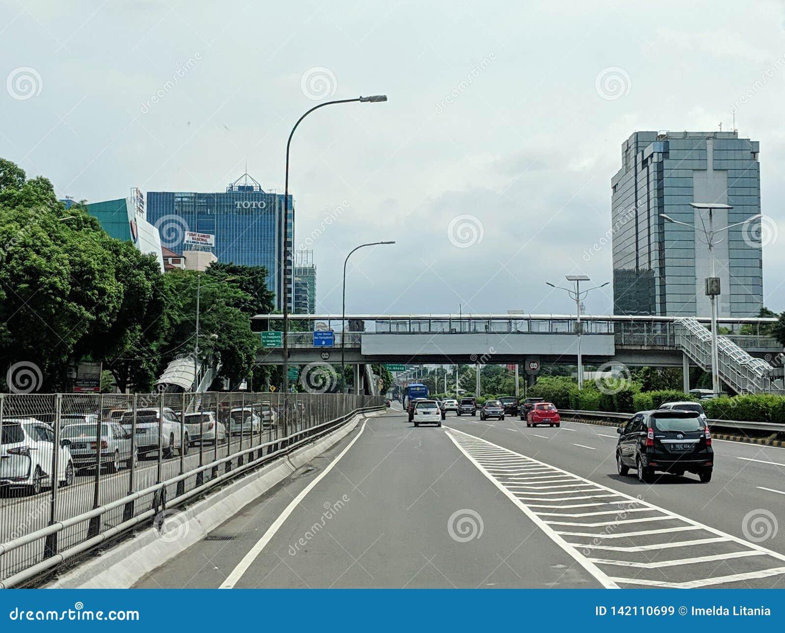De stadsstraat van Djakarta